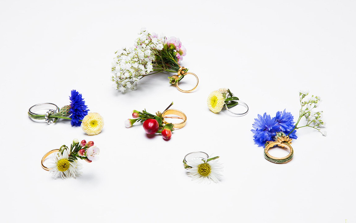 Gahee-Kang-spring-ring-anillo-de-primavera-flower-ring-anillo-de-flores-accesorios-para-novias-bridal-accessories-anillos-creativos-PiensaenChic-Piensa-en-Chic