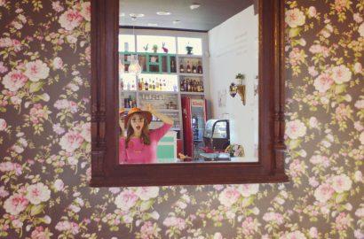 ChicAdicta-Chic-Adicta-fashion-blogger-boho-summer-outfit-senoretta-pink-dress-te-cato-cafe-Chueca-Madrid-street-style-PiensaenChic-Piensa-en-Chic