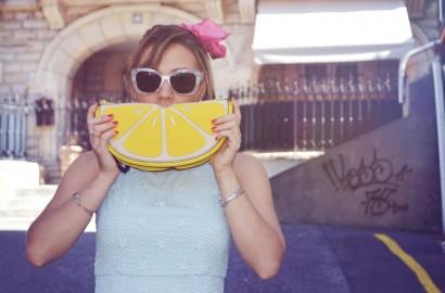 ChicAdicta-Chic-Adicta-blogger-de-moda-New-look-lemon-bag-fashionista-mint-outfit-vestido-menta-white-sunglasses-chicwish-look-PiensaenChic-Piensa-en-Chic.jpg