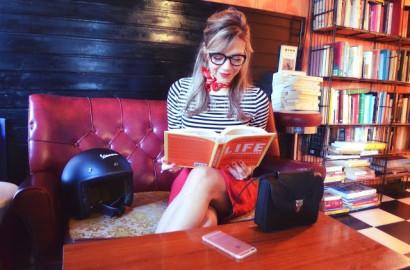 ChicAdicta-Chic-Adicta-blog-de-moda-look-falda-de-ante-stripes-outfit-cafe-con-libros-Madrid-PiensaenChic-Piensa-en-Chic.jpg