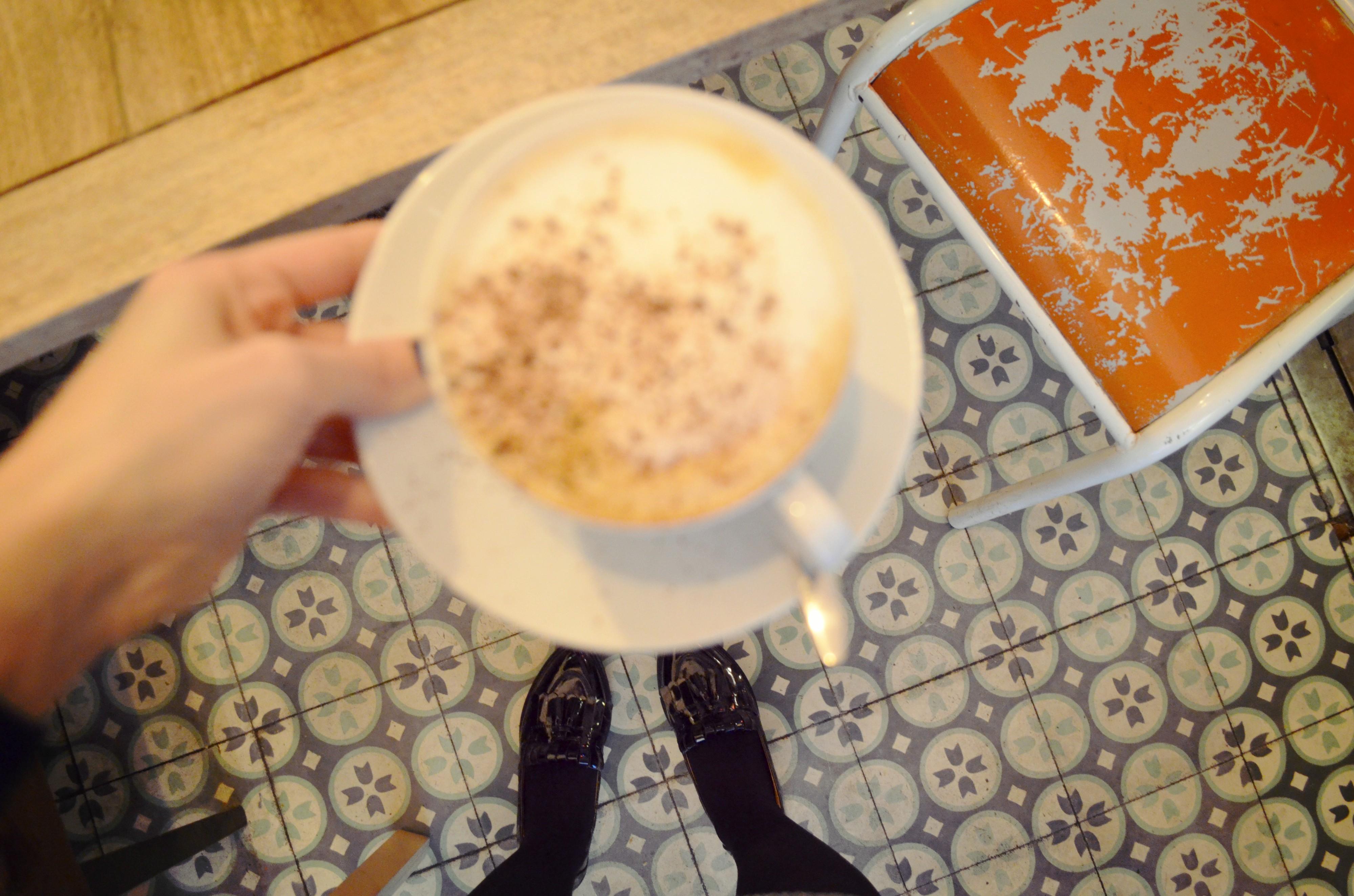 Blog-de-moda-Chic-Adicta-ChicAdicta-hipster-coffee-La-Verbena-Madrid-mocasines-vintage-Parfois-cafe-retro-PiensaenChic-Piensa-en-Chic