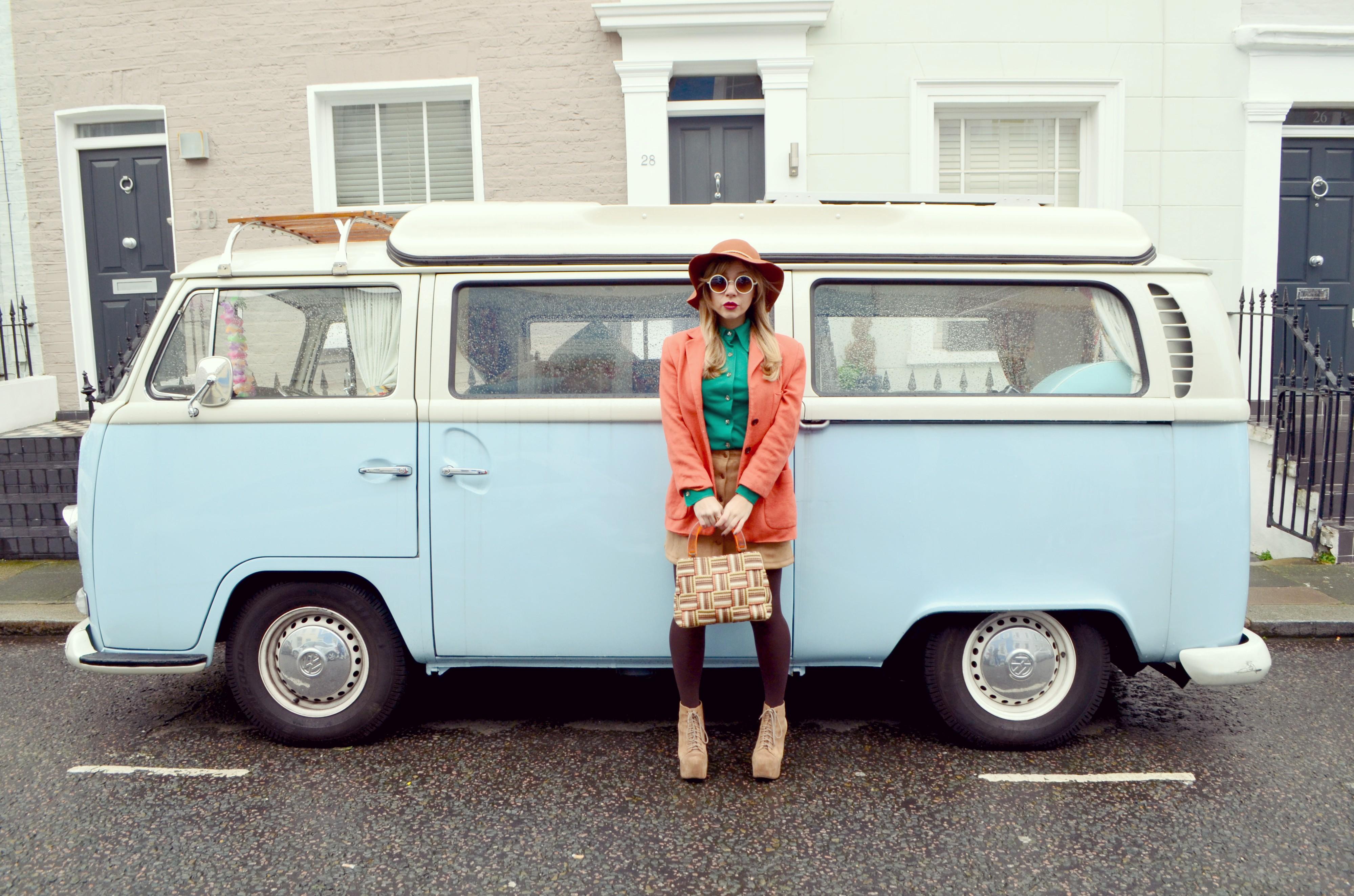 Blog-de-moda-ChicAdicta-Chic-Adicta-fashionista-look-falda-de-ante-JustFab-camel-outfit-London-street-style-PiensaenChic-Piensa-en-Chic