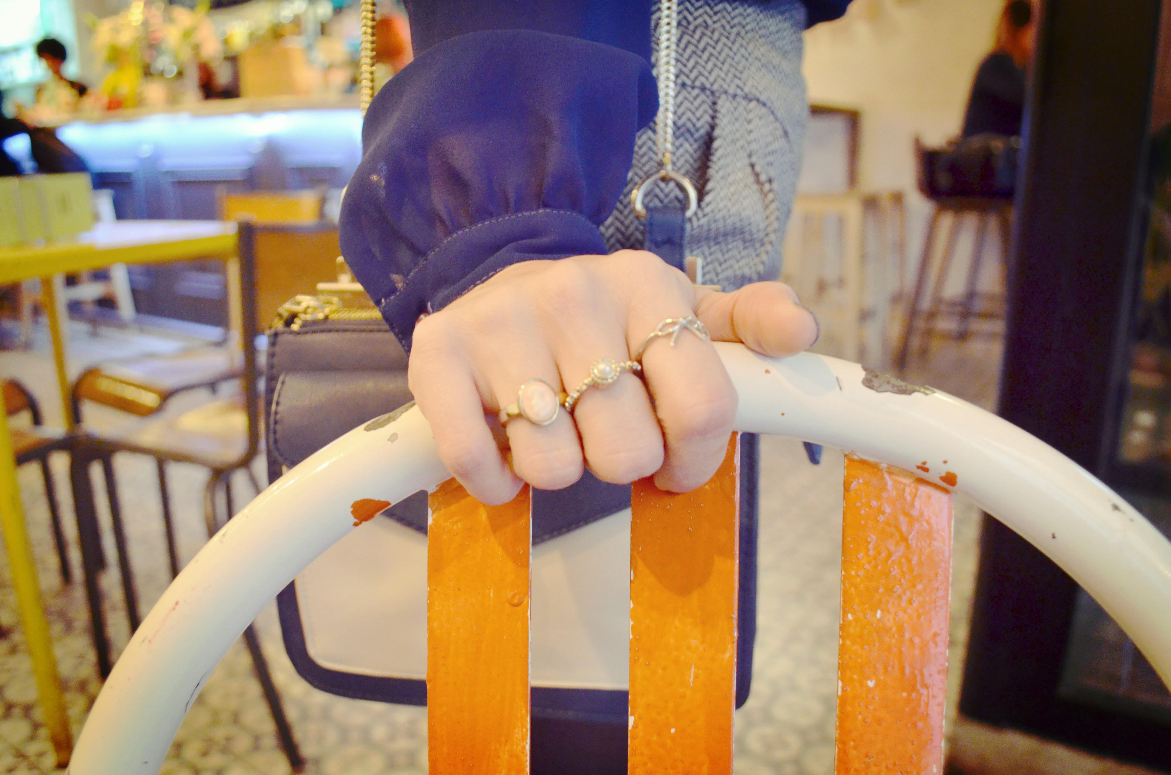 Blog-de-moda-anillos-aristocrazy-Asos-accessories-ChicAdicta-Chic-Adicta-falda-pata-de-gallo-La-Verbena-Madrid-PiensaenChic-Piensa-en-Chic
