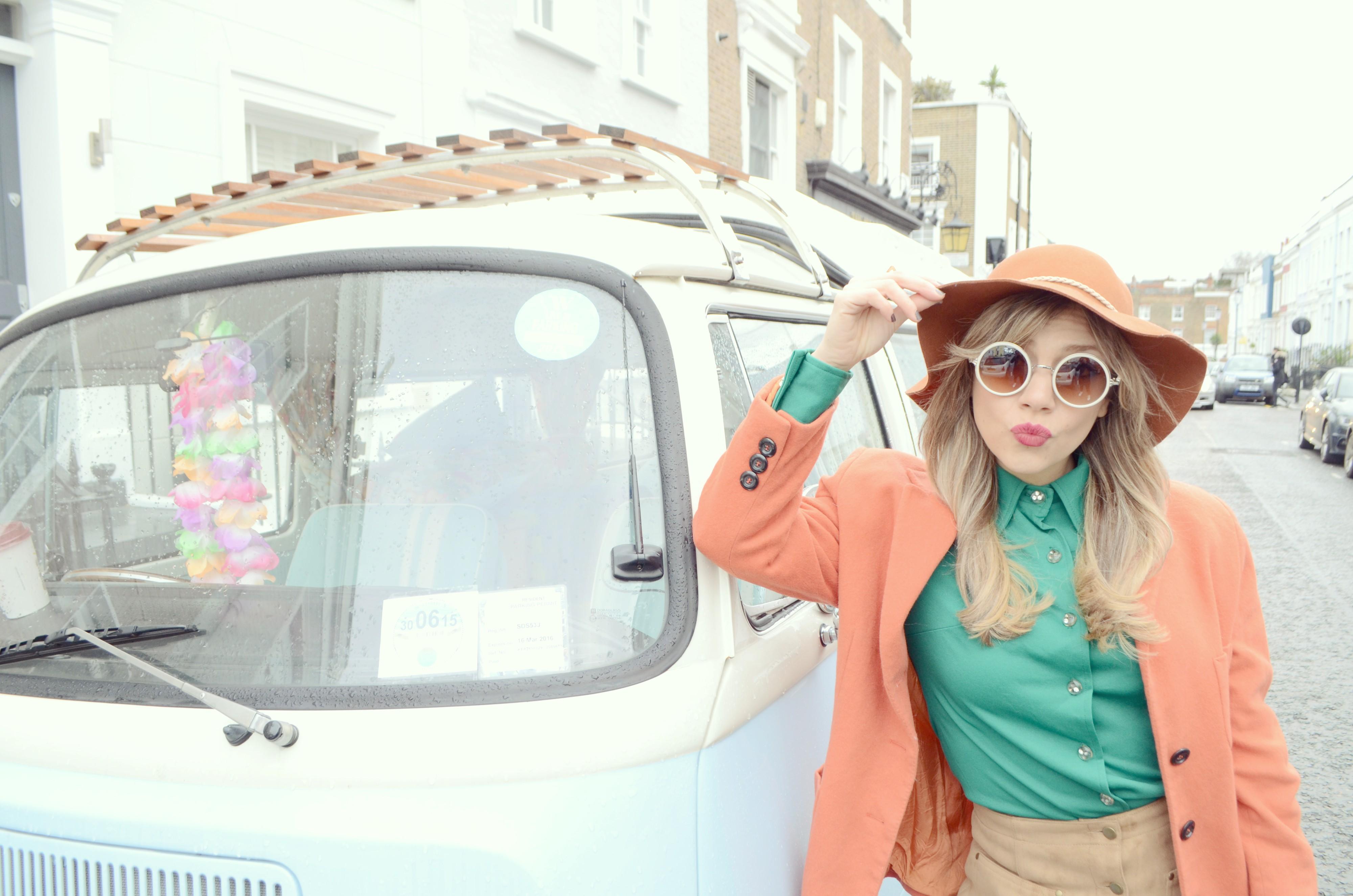 ChicAdicta-Blog-de-moda-Chic-Adicta-fashionista-Vintage-look-orange-outfit-Notting-Hill-street-style-beautiful-bloggers-PiensaenChic-Piensa-en-Chic