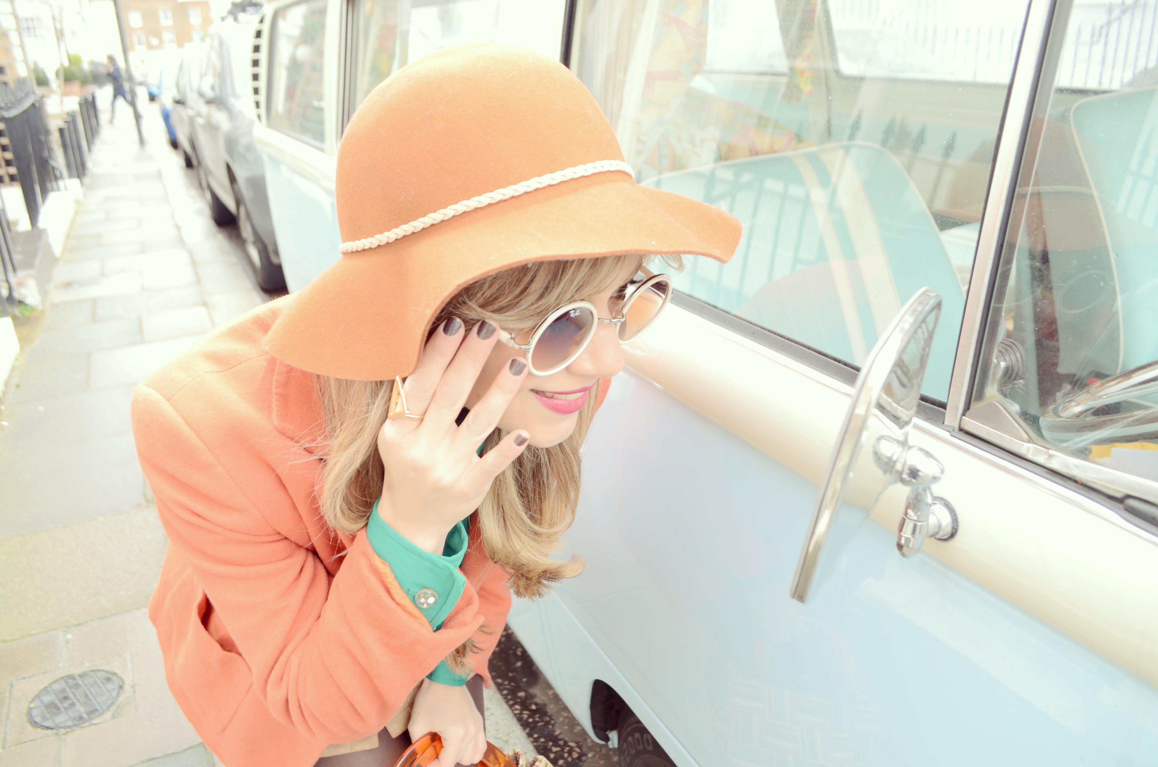 JustFab-blogger-fashionista-blog-de-moda-ChicAdicta-Chic-Adicta-vintage-look-retro-outfit-spring-hat-PiensaenChic-Piensa-en-Chic