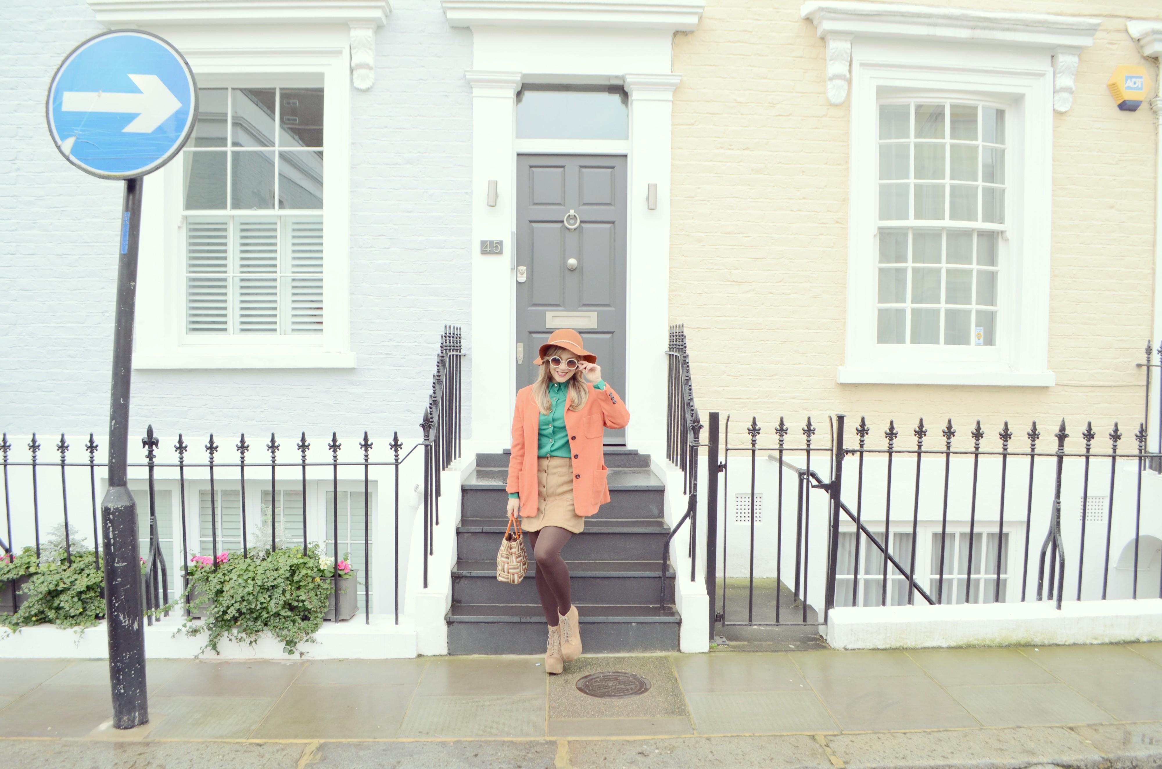 Look-con-falda-de-ante-camel-skirt-outfit-JustFab-style-blog-de-moda-ChicAdicta-Chic-Adicta-fashionista-Londres-street-style-PiensaenChic-Piensa-en-Chic