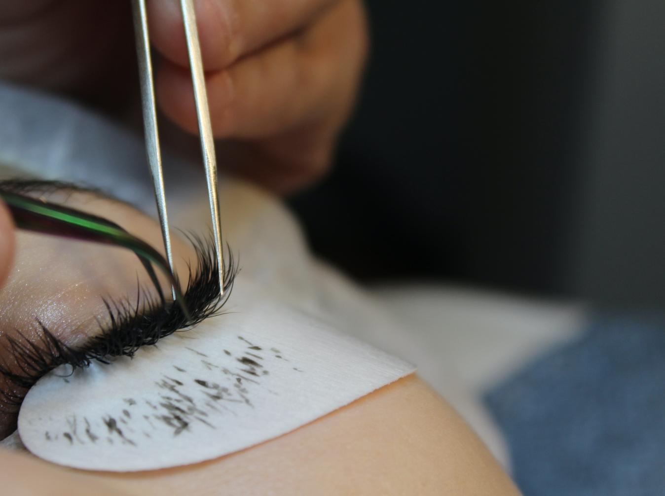 Como-poner-pestañas-naturales-eyelash-extension-blog-de-moda-ChicAdicta-twiggy-Madrid-PiensaenChic-Piensa-en-Chic