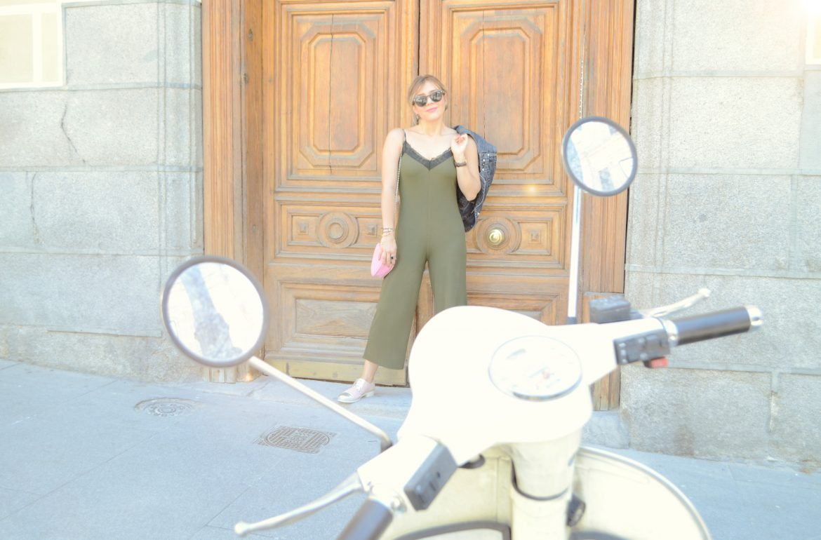 Afflelou-optico-blog-de-moda-fashionista-summer-jumpsuit-look-zapatos-pitillos-oxford-shoes-outfit-peinado-frida-kahlo-PiensaenChic-Piensa-en-Chic