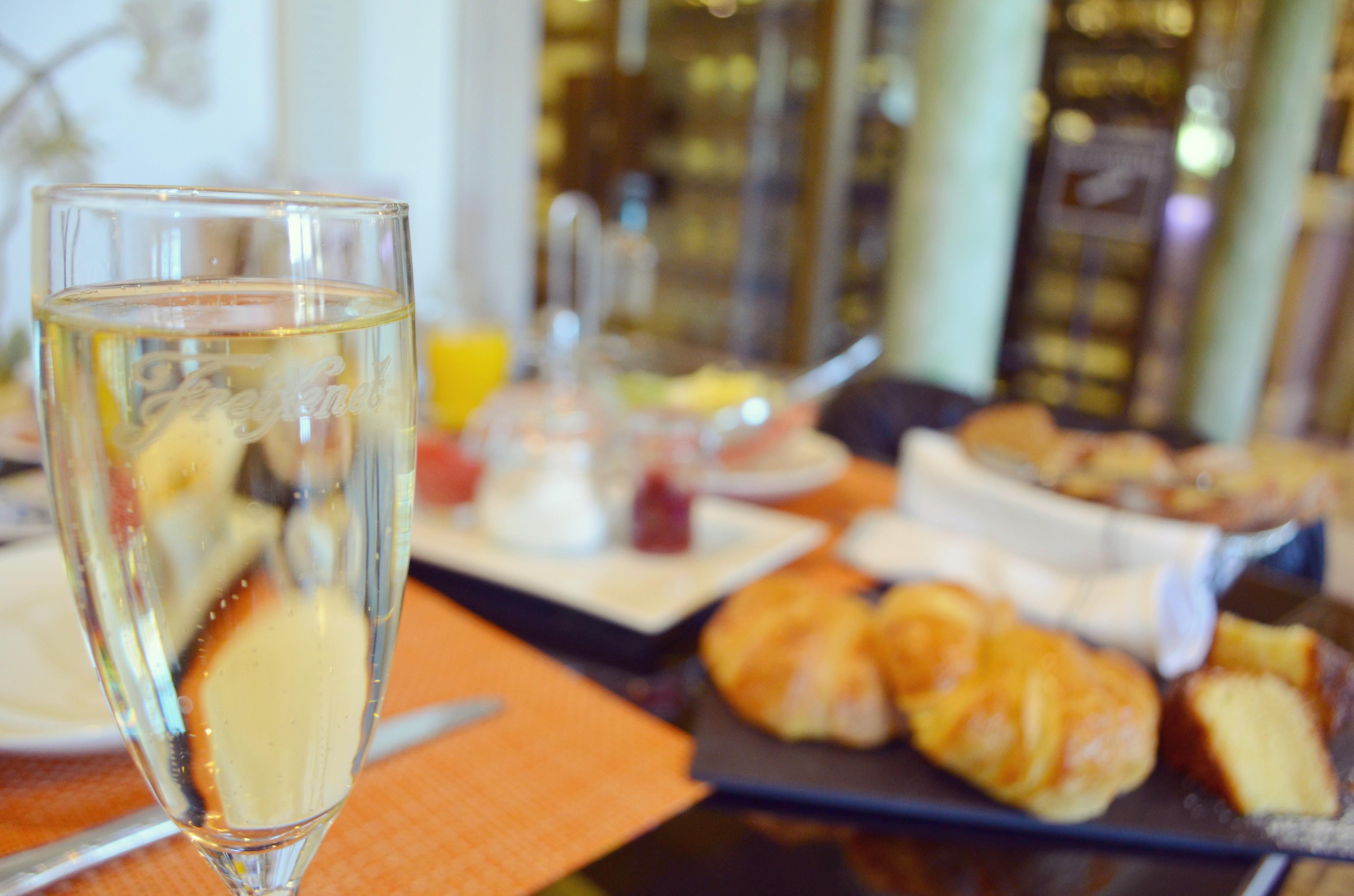 Cafe-de-oriente-Madrid-brunch-con-champagne-blog-de-moda-fashionista-planes-en-Madrid-PiensaenChic-Piensa-en-Chic