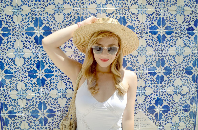 ChicAdicta-blog-de-moda-fashionista-Chic-Adicta-Lisbon-street-style-canotier-look-gafas-de-sol-stibens-white-outfit-PiensaenChic-Piensa-en-Chic