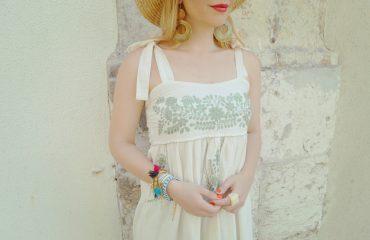 ChicAdicta-look-armario-de-la-tele-vestido-bordado-smile-Chic-Adicta-brazaletes-de-verano-lisbon-street-style-outfit-verde-PiensaenChic-Piensa-en-Chic
