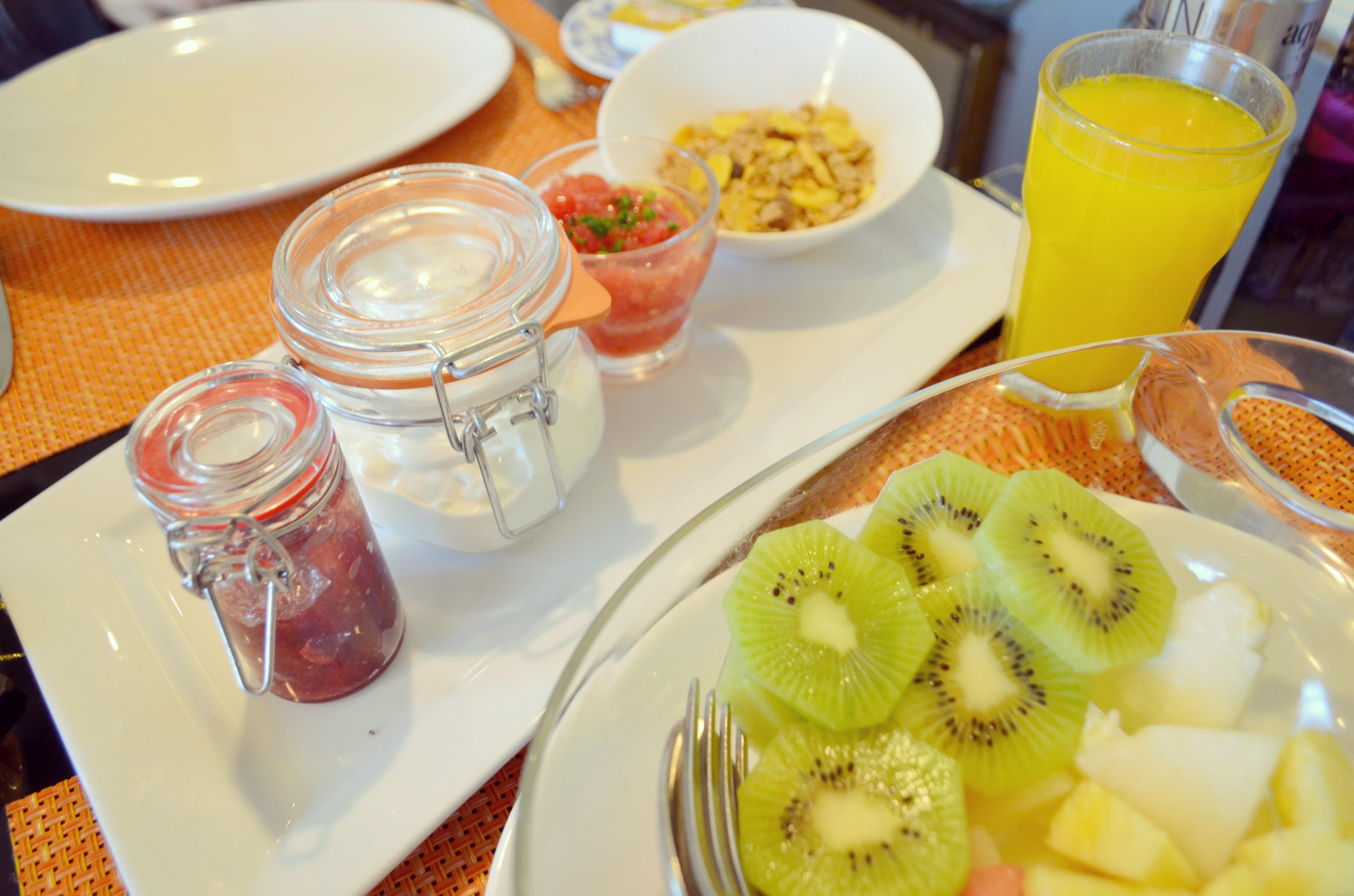 Frutas-para-desayunar-el-brunch-de-cafe-de-oriente-lifestyle-blog-fashionista-ChicAdicta-Chic-Adicta-Mejores-cafe-de-Madrid-PiensaenChic-Piensa-en-Chic