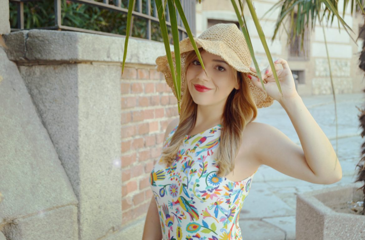 Look-de-verano-summer-dress-estampado-tropical-fashionista-blog-de-moda-ChicAdicta-Chic-Adicta-summer-outfit-PiensaenChic-Piensa-en-Chic