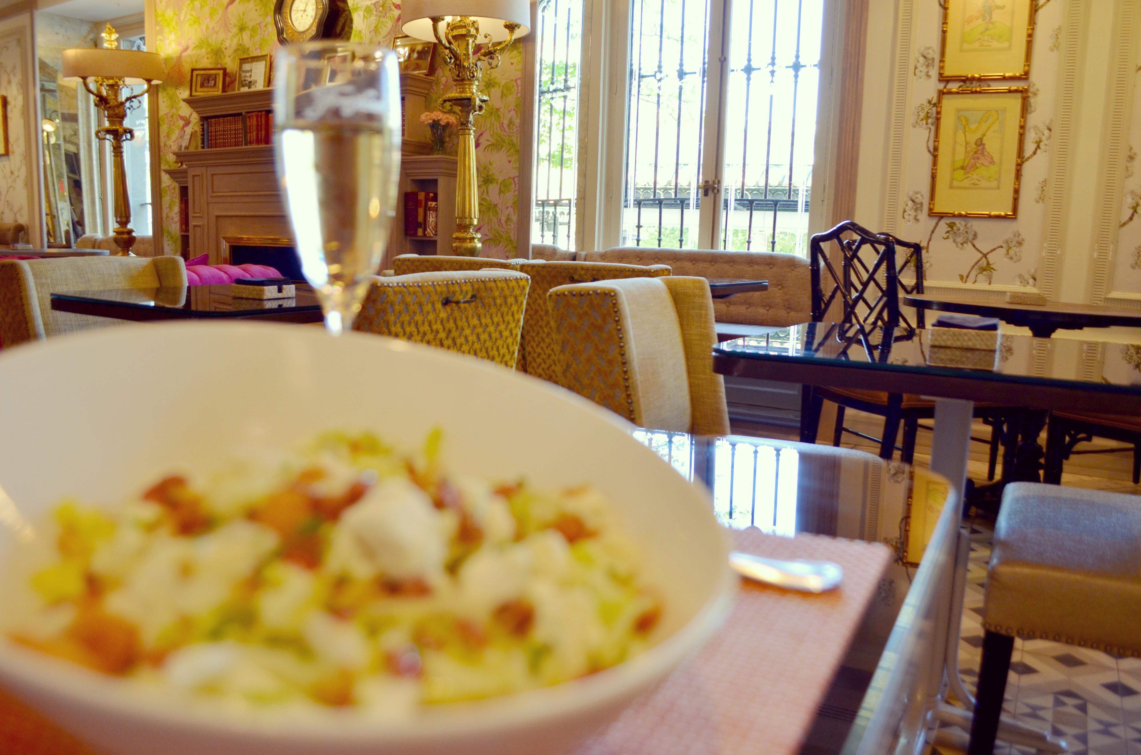 Los-mejores-brunch-de-Madrid-Cafe-de-Oriente-Ensalada-con-queso-de-cabra-blog-de-moda-ChicAdicta-Chic-Adicta-PiensaenChic-Piensa-en-Chic