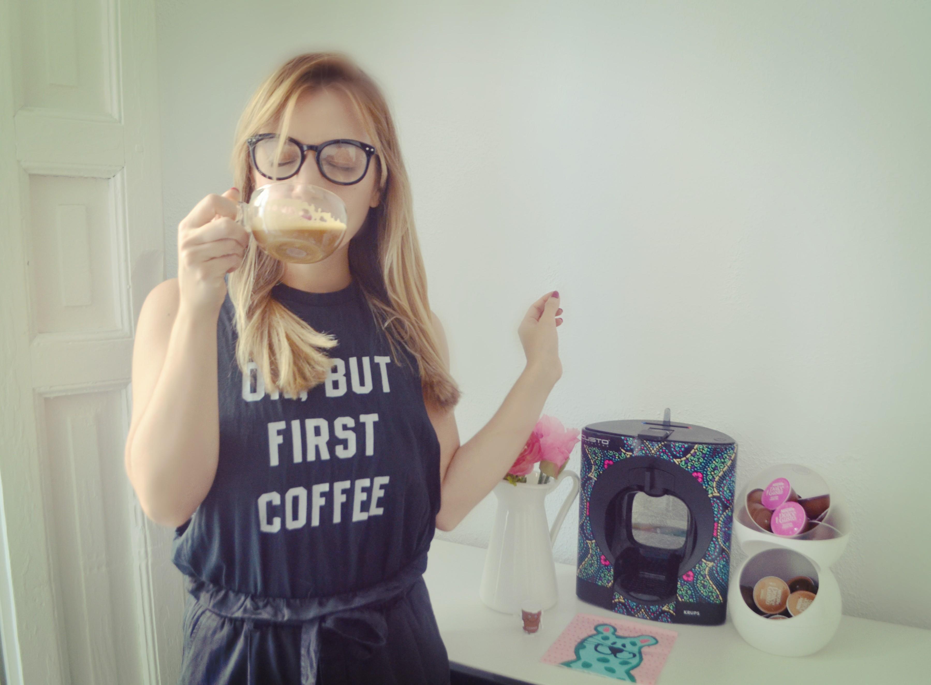 chicadicta-chic-adicta-blog-de-moda-but-first-coffee-cafetera-de-capsulas-nescafe-dolce-gusto-oblo-custo-edicion-limitada-cute-style-regalos-para-chicas-fashion-piensaenchic-piensa-en-chic