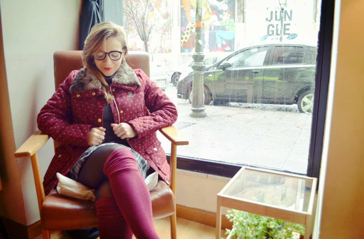 abrigo-bearwood-blog-de-moda-chicadicta-fashionista-winter-look-burgundy-coat-chic-adicta-tartan-style-piensaenchic-piensa-en-chic