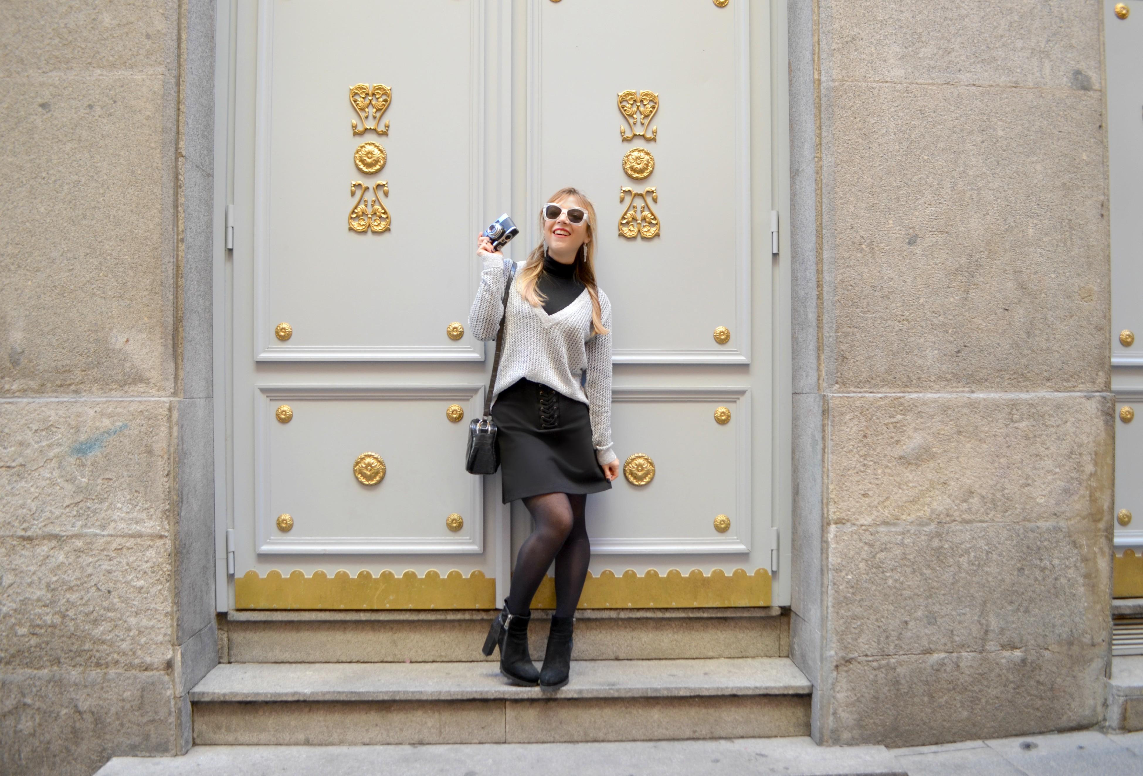 Amichi-Madrid-street-style-ChicAdicta-blog-de-moda-fashionista-Chic-Adicta-bolso-negro-silver-look-AlmaenPena-shoes-PiensaenChic-Piensa-en-Chic
