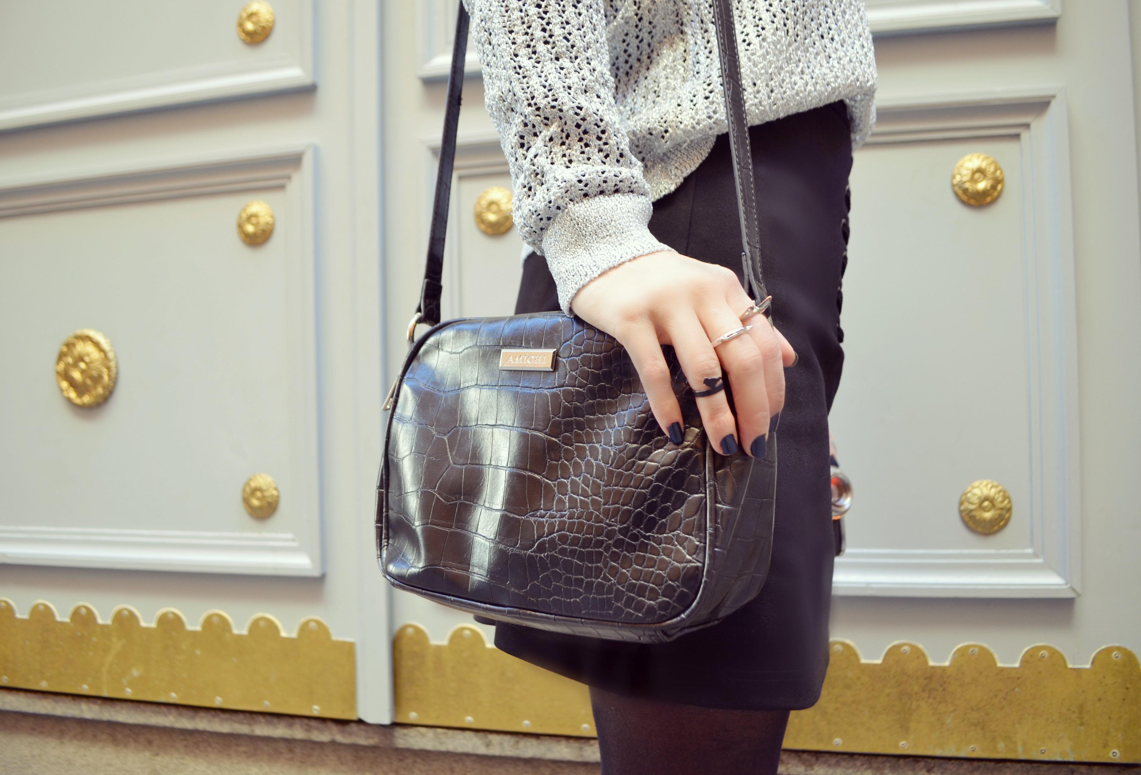 Bolso-amichi-blog-de-moda-ChicAdicta-fashionista-Chic-Adicta-falda-negra-look-plata-silver-outfit-PiensaenChic-Piensa-en-Chic