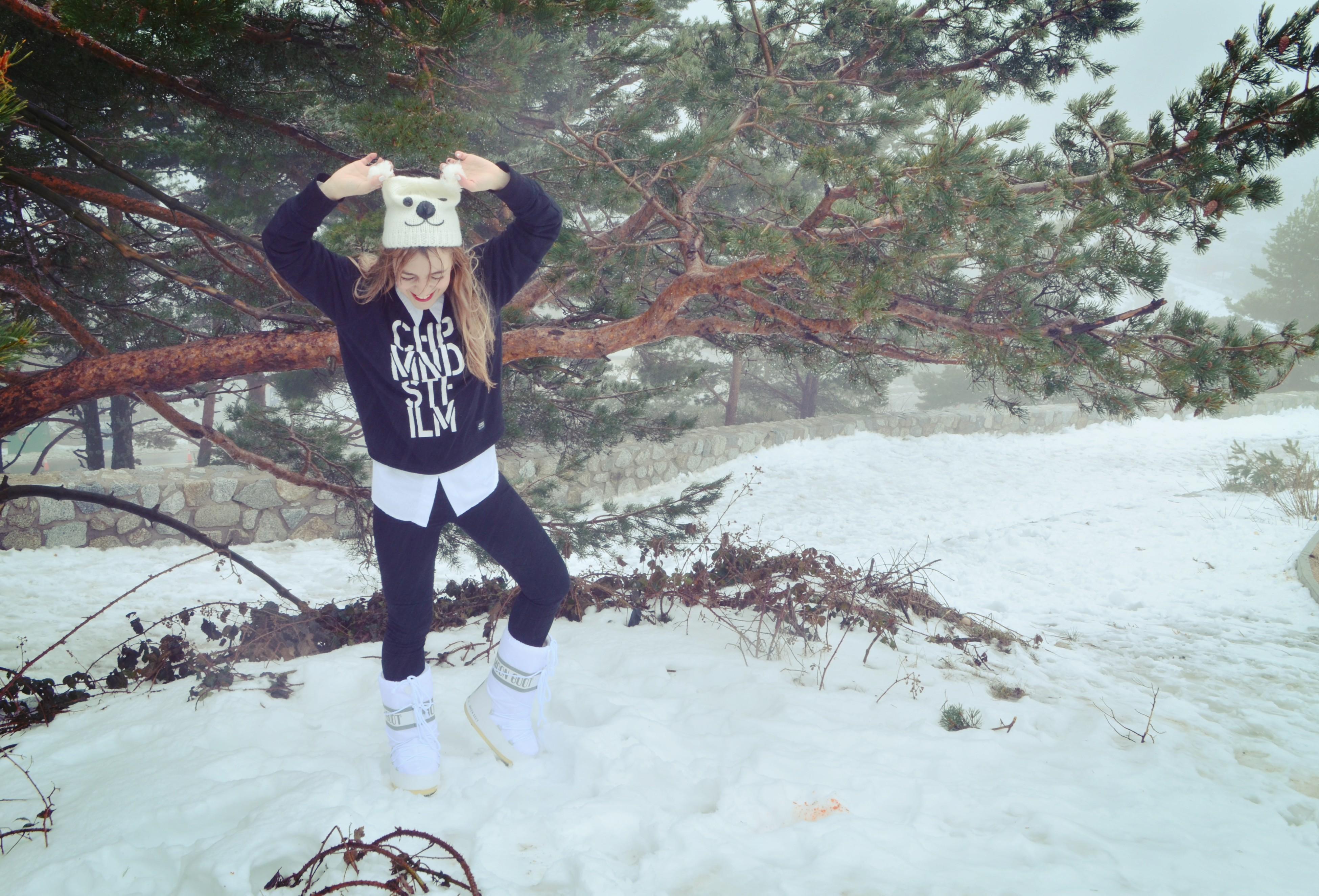 Blog-de-moda-ChicAdicta-botas-de-nieve-moon-boot-fashionista-Chic-Adicta-look-blanco-y-negro-snow-outfit-PiensaenChic-Piensa-en-Chic