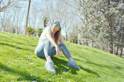 ChicAdicta-Nike-Air-Max-fitness-outfit-JD-Sports-Espana-fashionista-blog-de-moda-Chic-Adicta-gafas-de-espejo-look-para-correr-PiensaenChic-Piensa-en-Chic