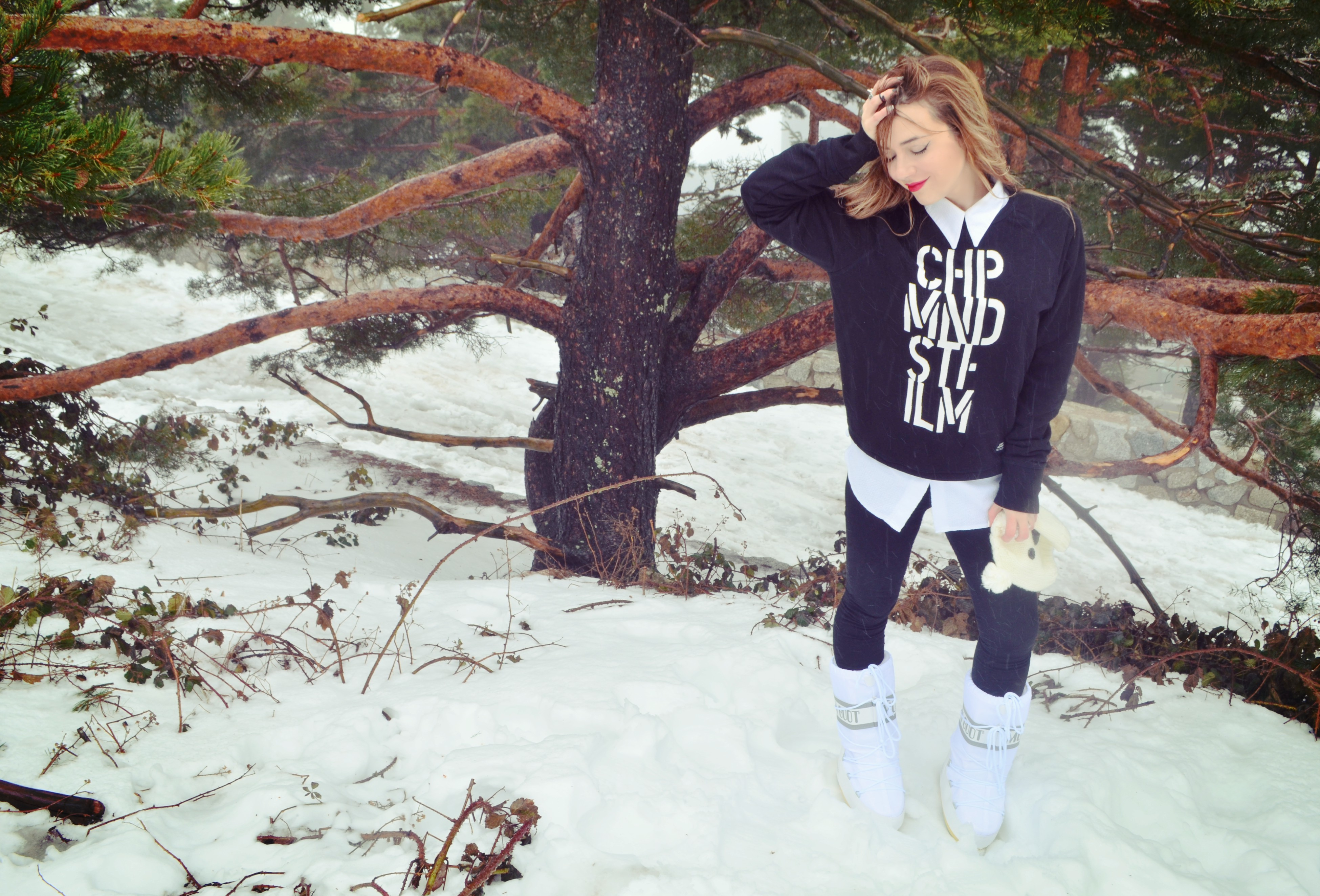 ChicAdicta-fashionista-blog-de-moda-Chic-Adicta-moonboot-snow-look-black-and-white-outfit-botas-de-nieve-PiensaenChic-Piensa-en-Chic