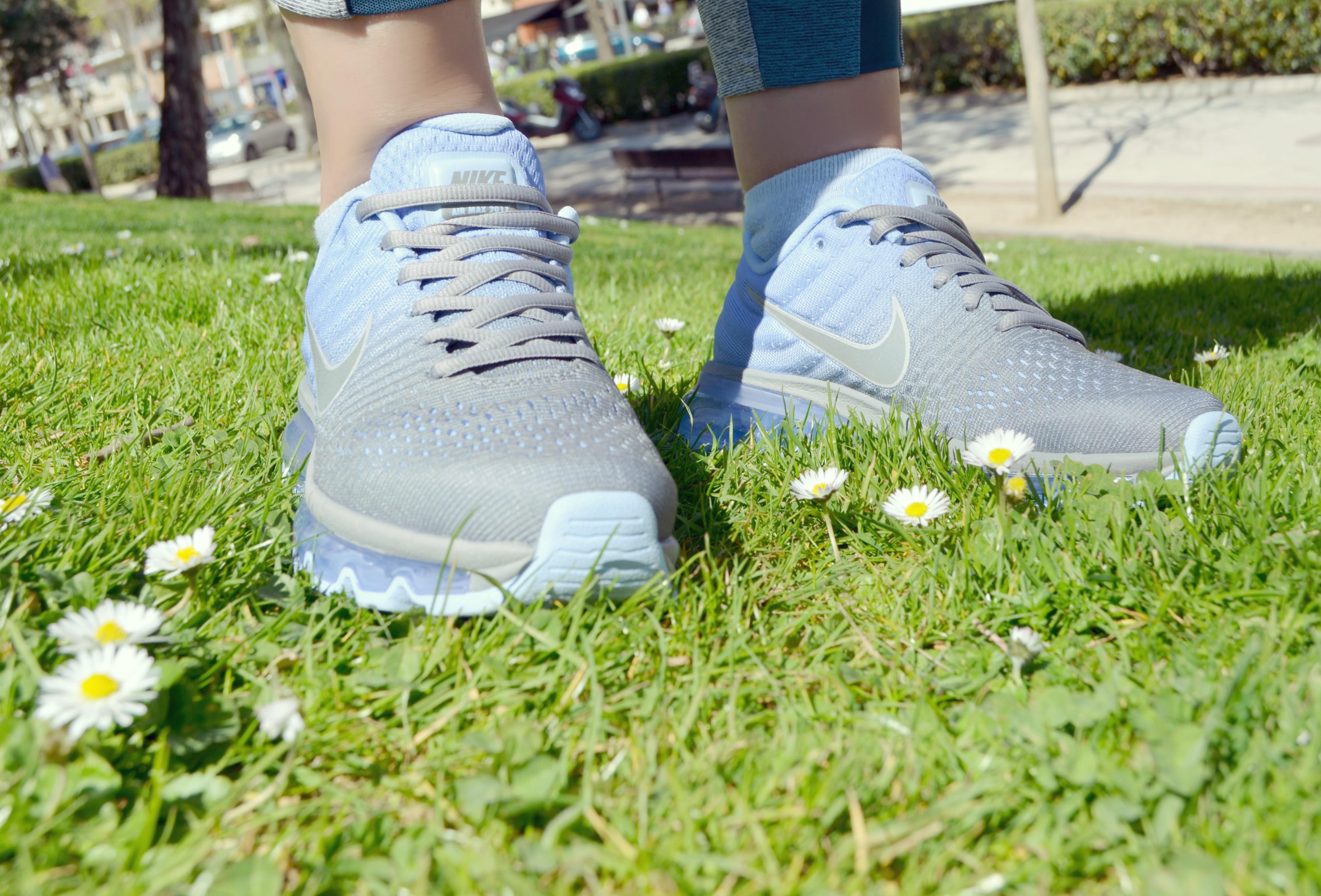 Nike-Air-Max-2017-blog-de-moda-zapatillas-JD-Sports-Espana-ChicAdicta-fitness-look-Chic-Adicta-blue-sneackers-PiensaenChic-Piensa-en-Chic