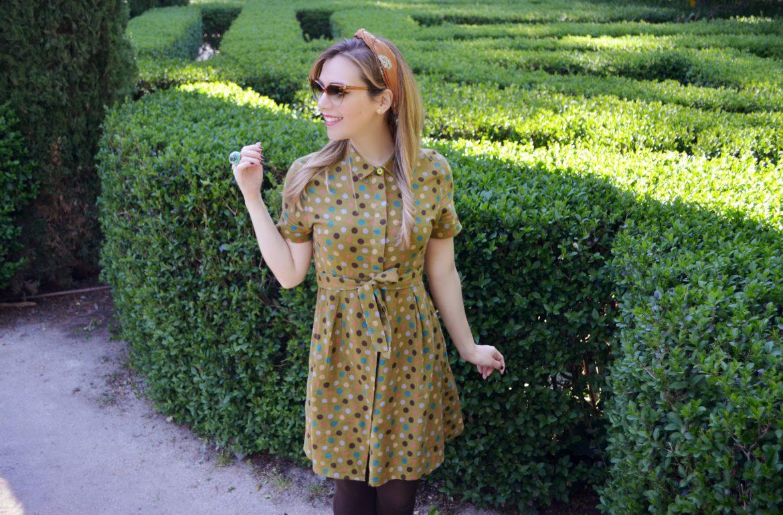 ChicAdicta-vintage-polkadot-dress-Chic-Adicta-Madrid-street-style-influencer-kling-look-vestido-de-lunares-PiensaenChic-Piensa-en-Chic