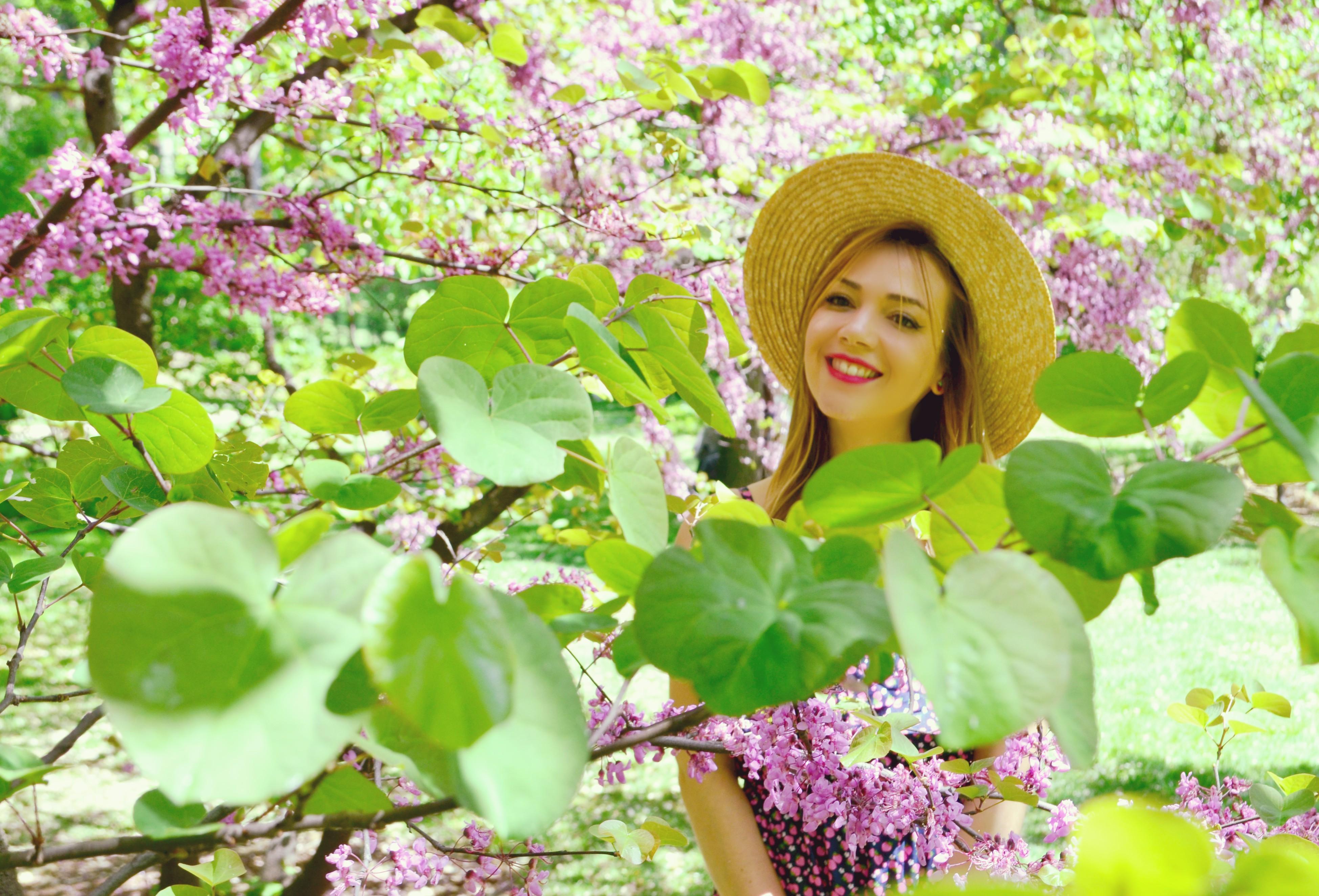 Fashionista-Vestido-Trakabarraka-blog-de-moda-ChicAdicta-look-de-primavera-Chic-Adicta-estampado-de-fresas-influencer-Madrid-PiensaenChic-Piensa-en-Chic