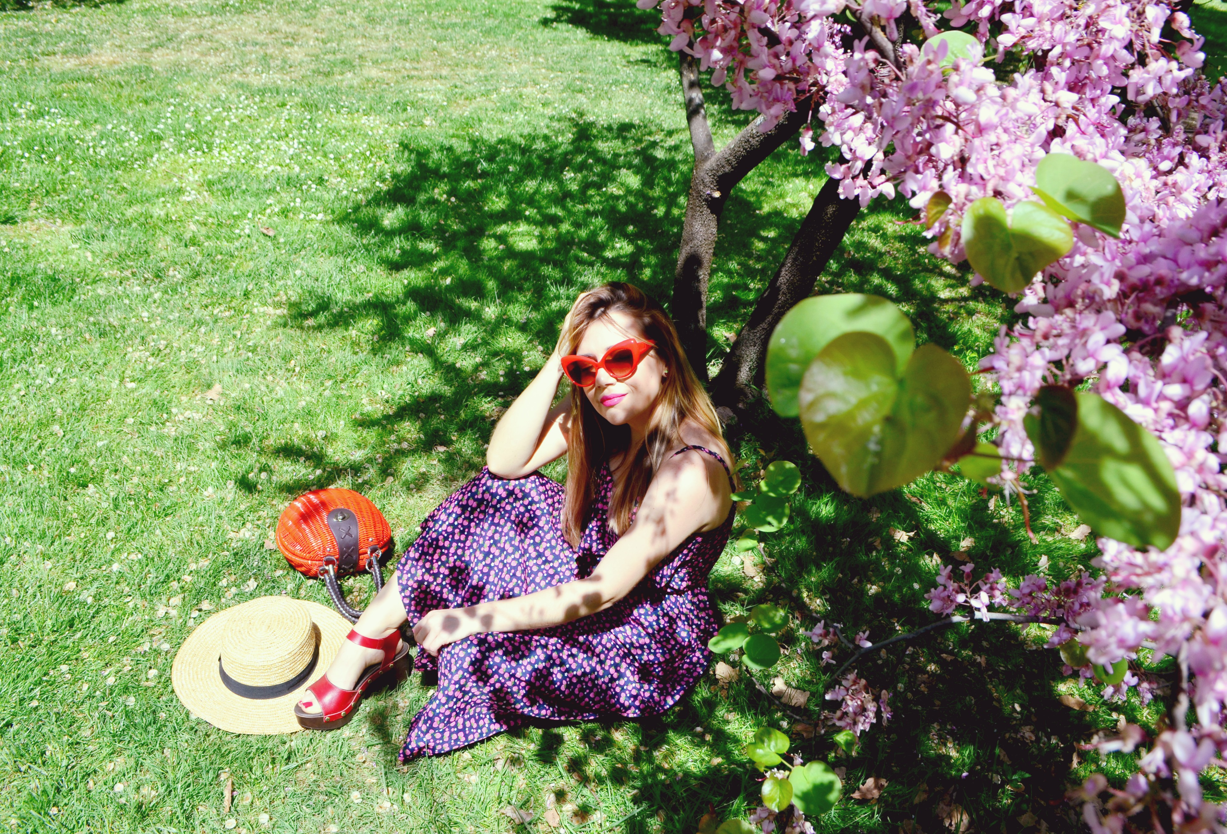 Trakabarraka-spring-dress-vestido-de-fresas-ChicAdicta-influencer-Madrid-Chic-Adicta-fashionista-sandalias-rojas-PiensaenChic-Piensa-en-Chic