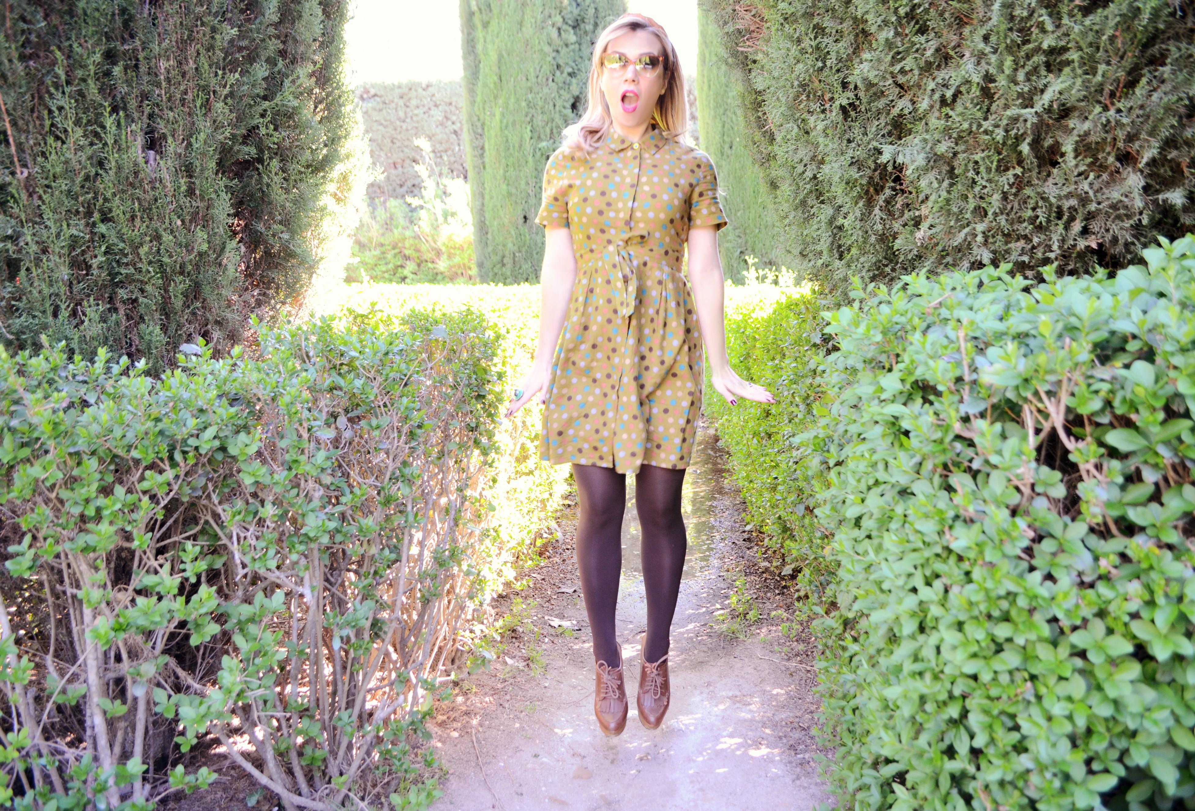 Vestido-de-lunares-blog-de-moda-ChicAdicta-fashionista-Chic-Adicta-influencer-Madrid-street-style-retro-outfit-PiensaenChic-Piensa-en-Chic