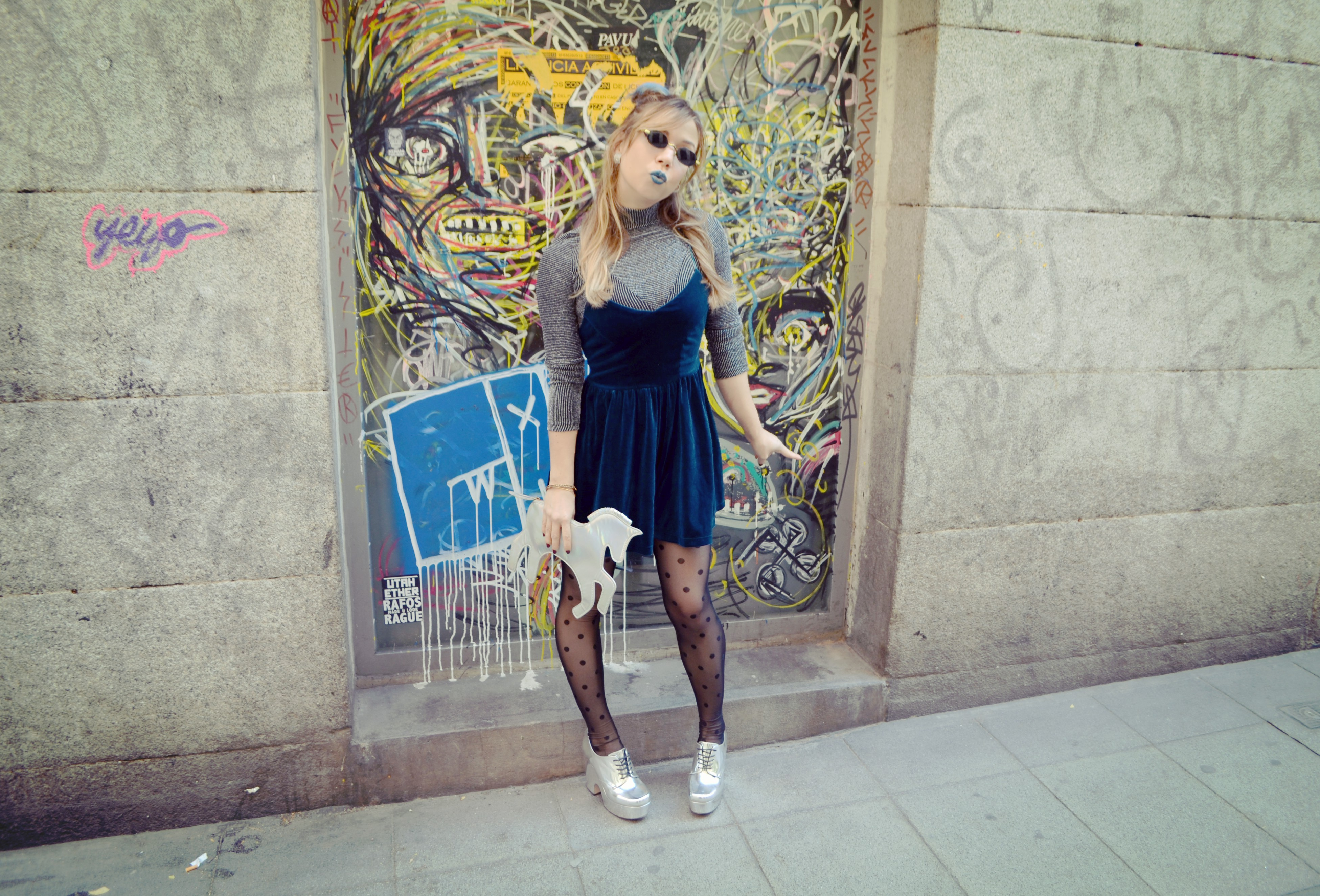 Blog-de-moda-ChicAdicta-fashionista-Chic-Adicta-influencer-Madrid-look-con-mono-romwe-jumpsuit-nyx-lipstick-PiensaenChic-Piensa-en-Chic