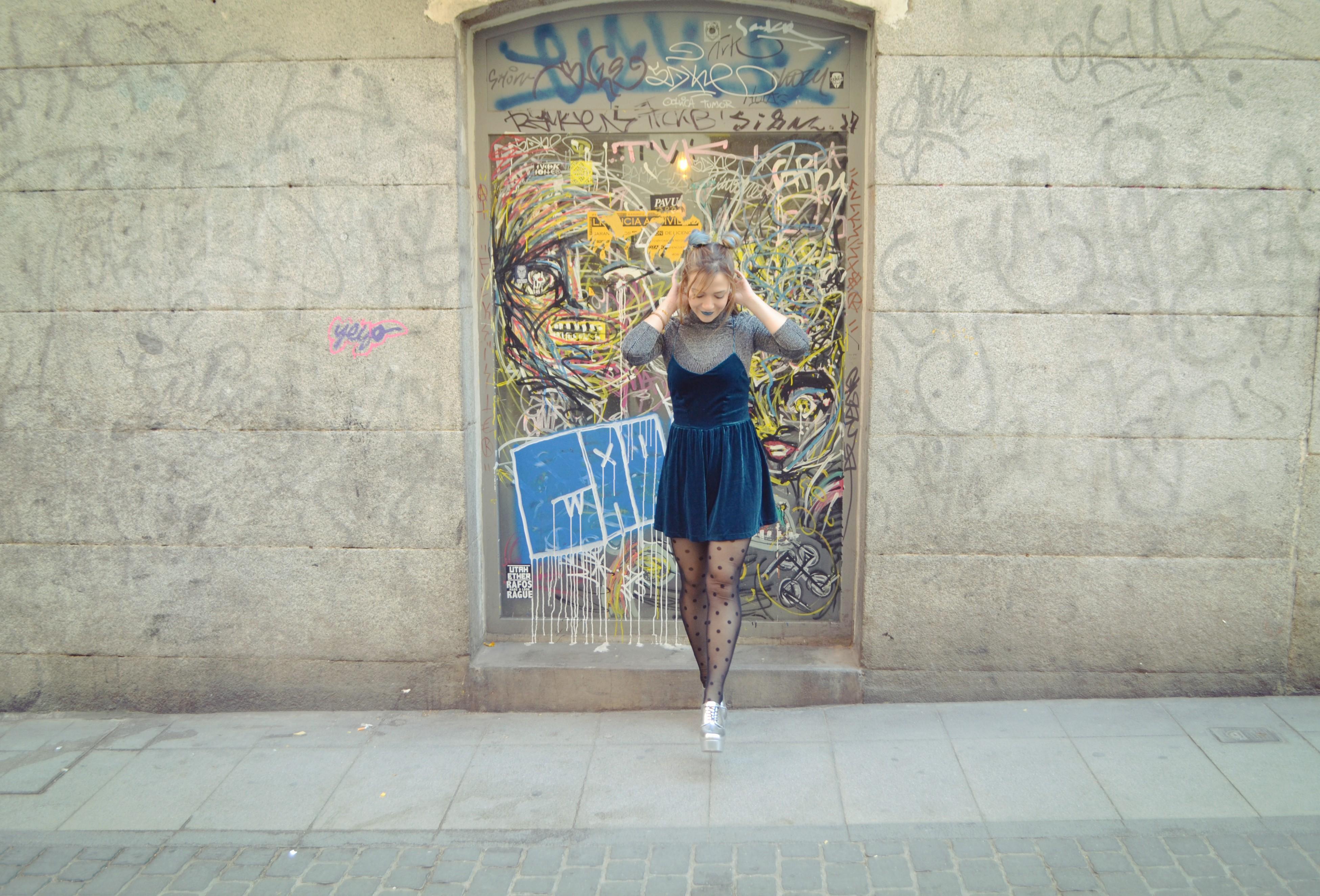 Blog-de-moda-velvet-look-Chic-Adicta-fashionista-Chic-Adicta-pelo-azul-90s-style-romwe-jumpsuit-PiensaenChic-Piensa-en-Chic