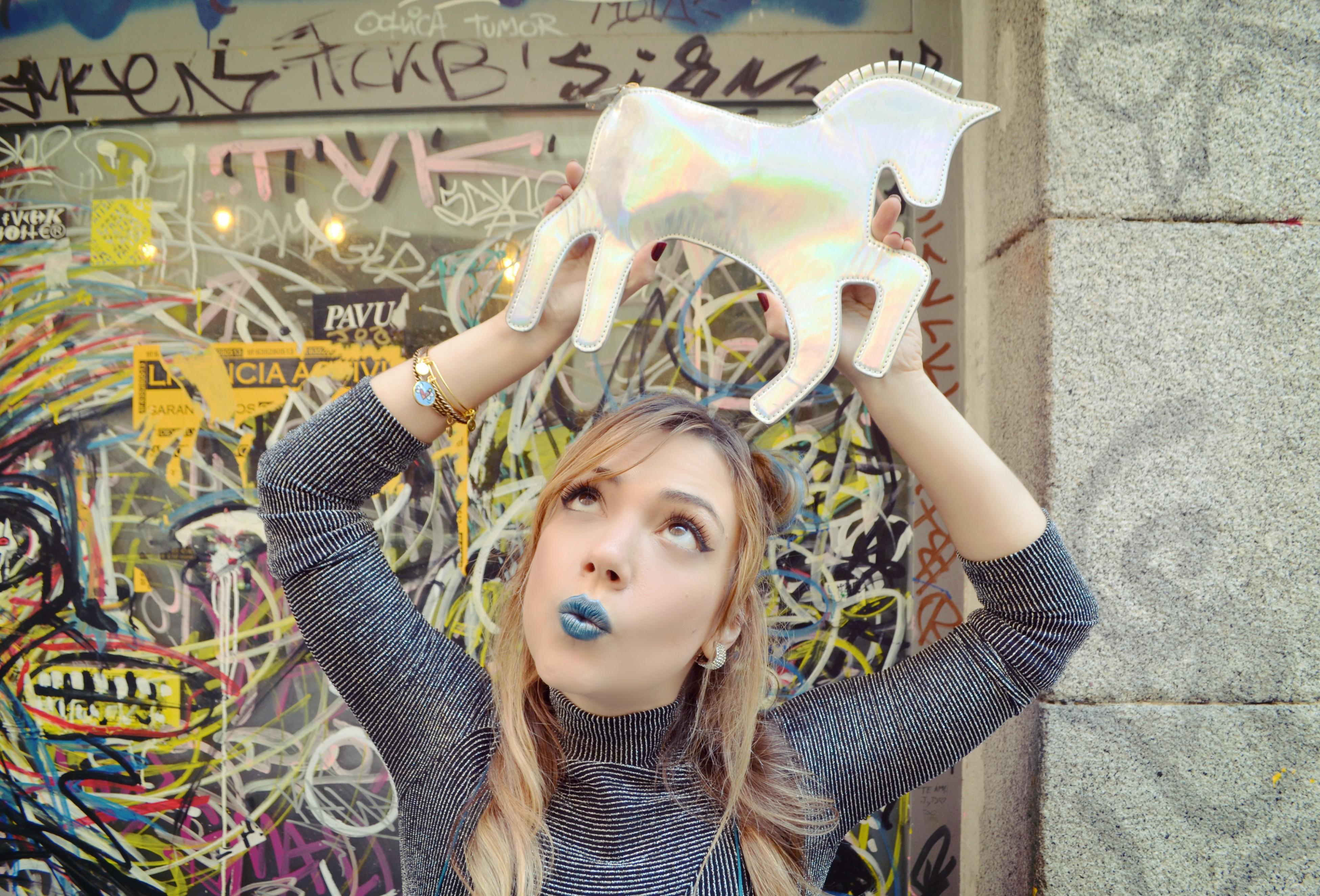 ChicAdicta-blog-de-moda-bolso-de-unicornio-Chic-Adicta-bershka-top-alexandni-bracelets-nyx-PiensaenChic-Piensa-en-Chic