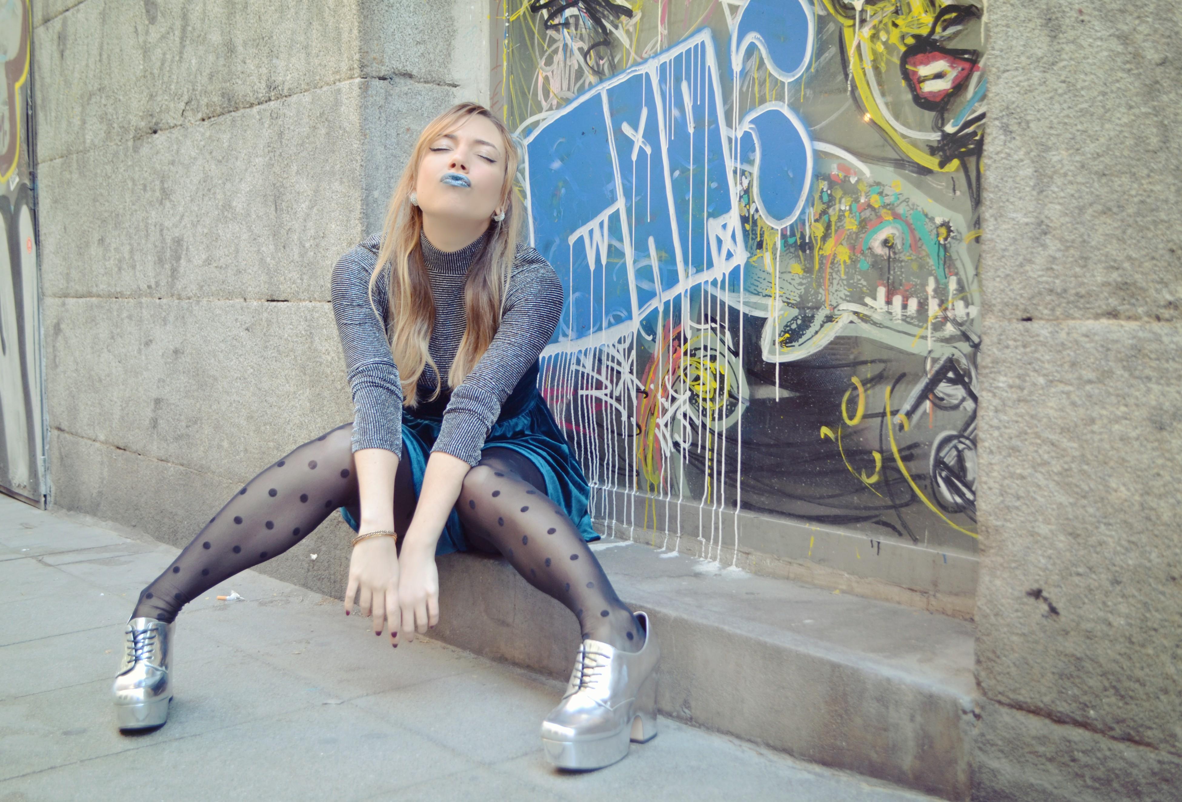 ChicAdicta-fashionista-blog-de-moda-influencer-Madrid-Chic-Adicta-labial-azul-nyx-romwe-jumpsuit-velvet-PiensaenChic-Piensa-en-Chic