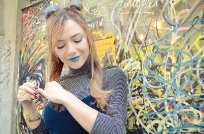 ChicAdicta-influencer-Madrid-Chic-Adicta-blog-de-moda-mono-azul-90s-style-silver-outfit-alexandani-bracelets-PiensaenChic-Piensa-en-Chic