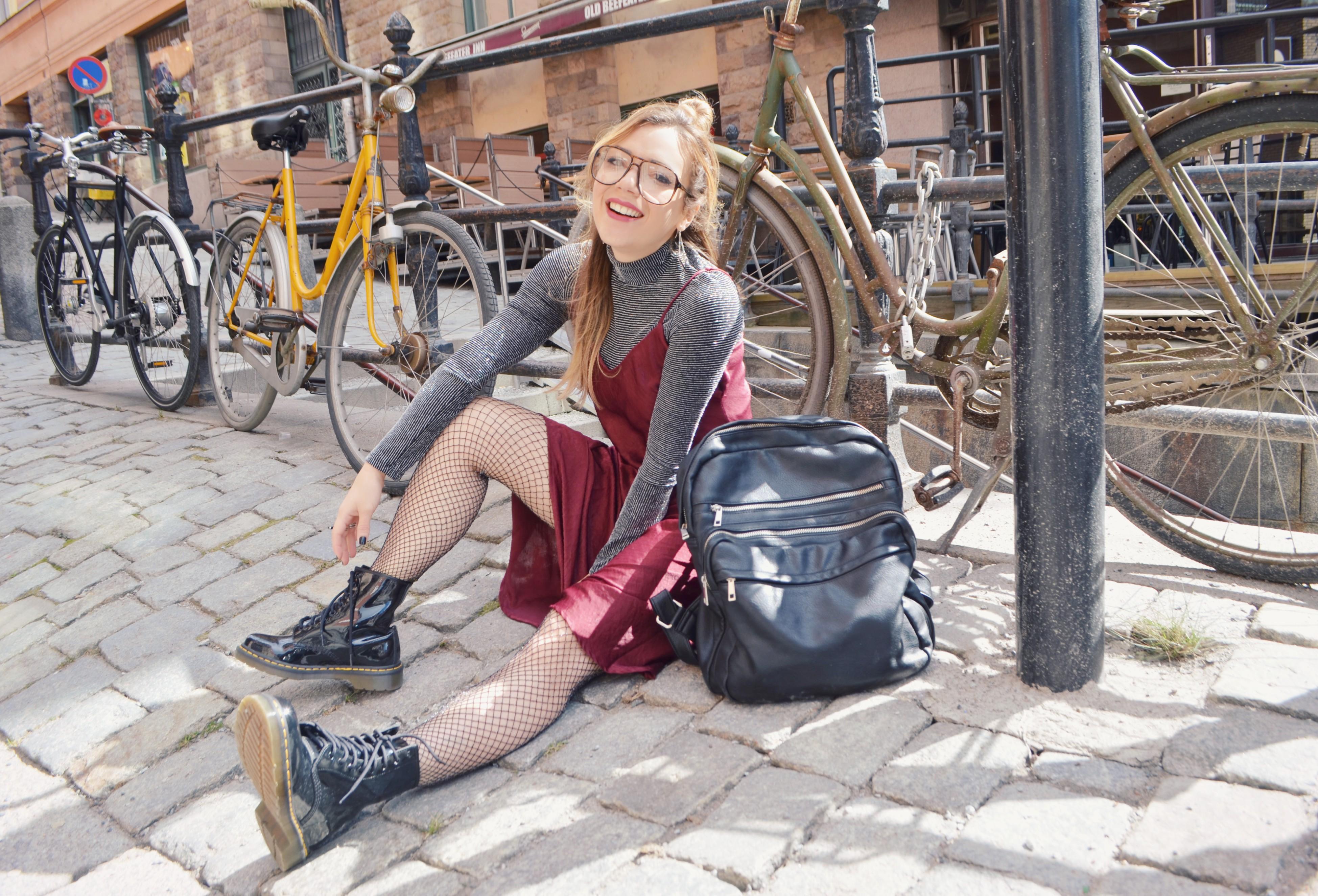 Blog-de-moda-ChicAdicta-fashionista-blog-de-viajes-fashion-travel-dr-martens-look-Chic-Adicta-justfab-dress-PiensaenChic-Piensa-en-Chic