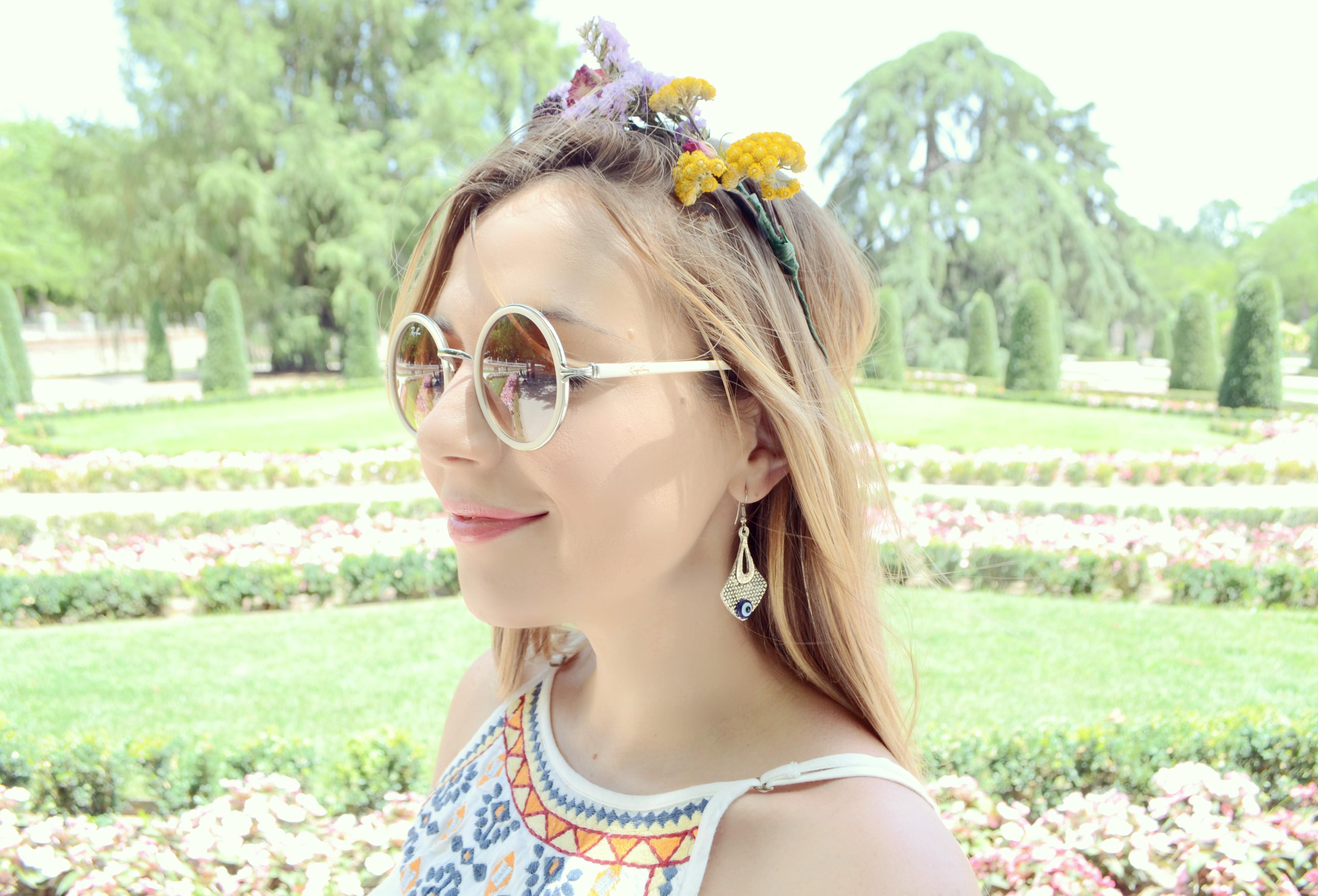 ChicAdicta-blog-de-moda-Chic-Adicta-corona-de-flores-vestidos-de-verano-surkana-summer-outfit-rayban-sunglasses-PiensaenChic-Piensa-en-Chic