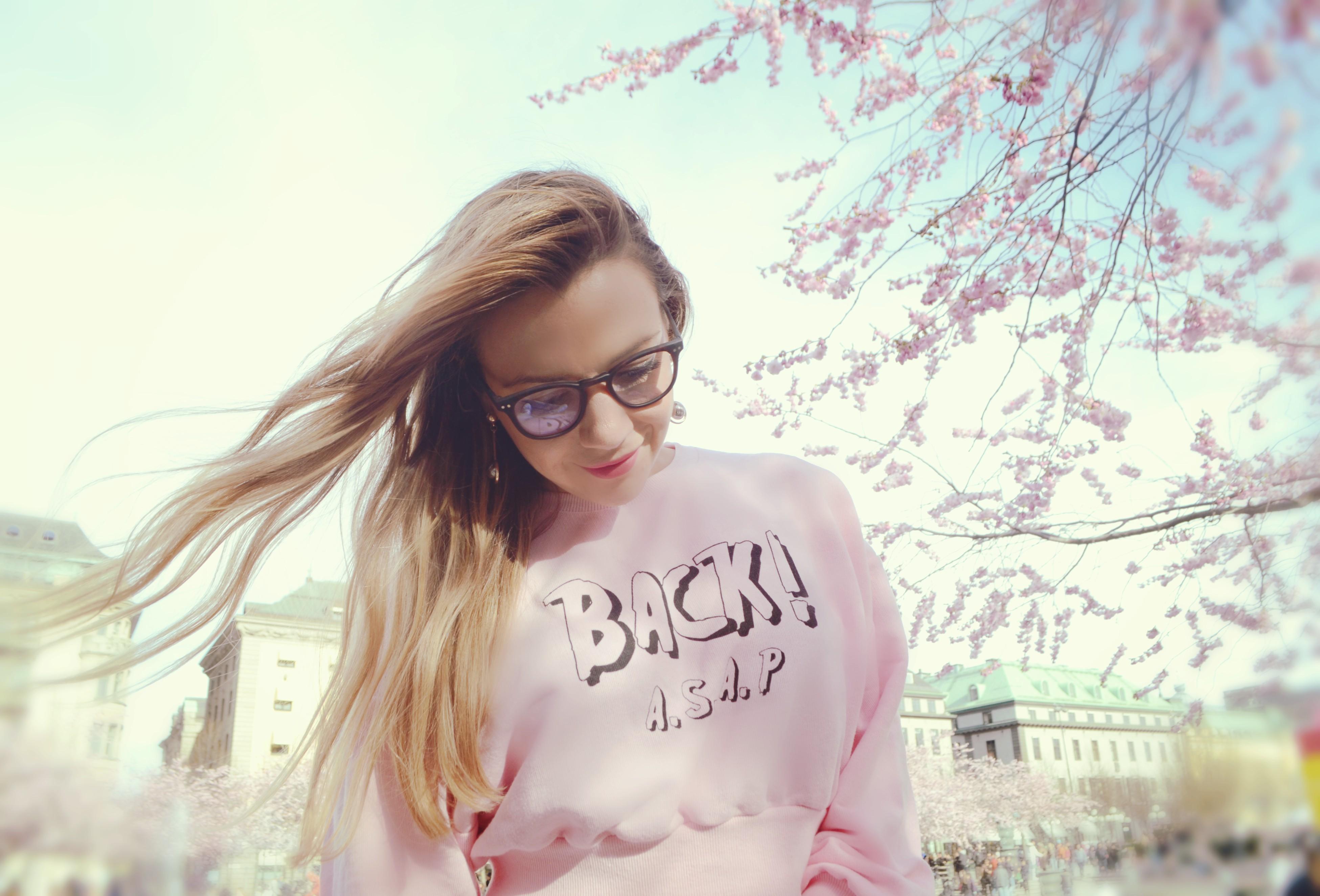 ChicAdicta-fashionista-blog-de-moda-influencer-Chic-Adicta-90s-style-cherry-blossom-estocolmo-PiensaenChic-Piensa-en-Chic