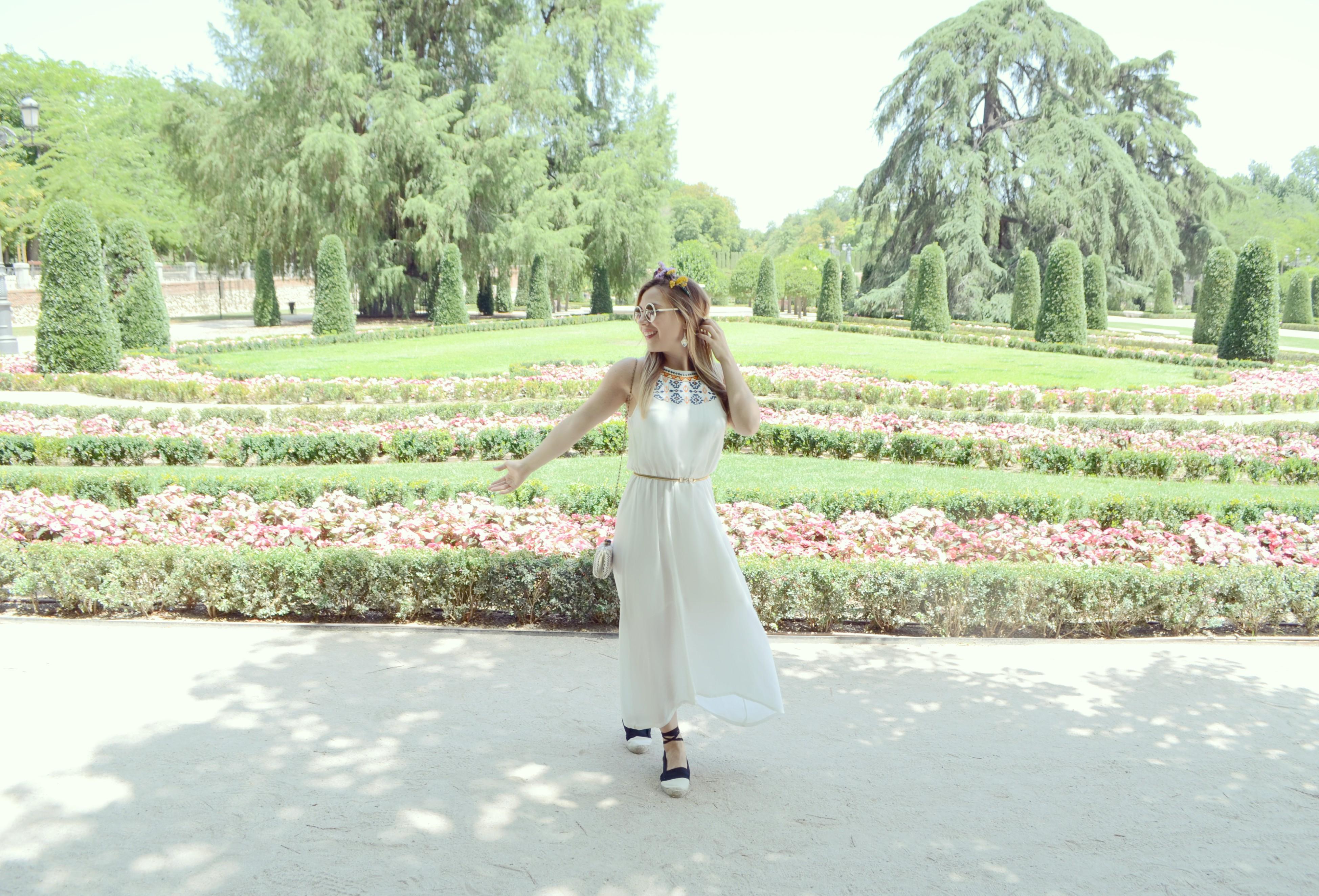 ChicAdicta-influencer-Madrid-Chic-Adicta-blog-de-moda-vestidos-largos-de-verano-Surkana-hippie-style-look-con-alpargatas-PiensaenChic-Piensa-en-Chic