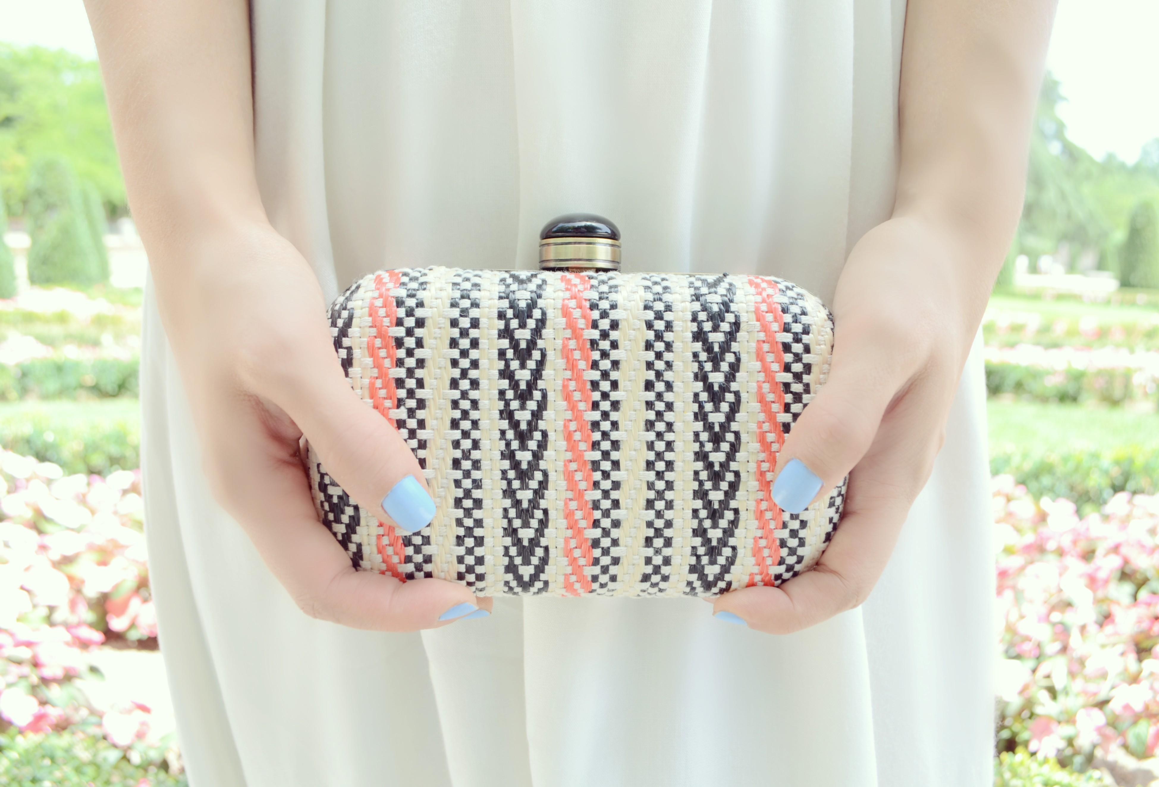 Clutch-de-verano-fashionista-ChicAdicta-blog-de-moda-Chic-Adicta-surkana-summer-bag-PiensaenChic-Piensa-en-Chic