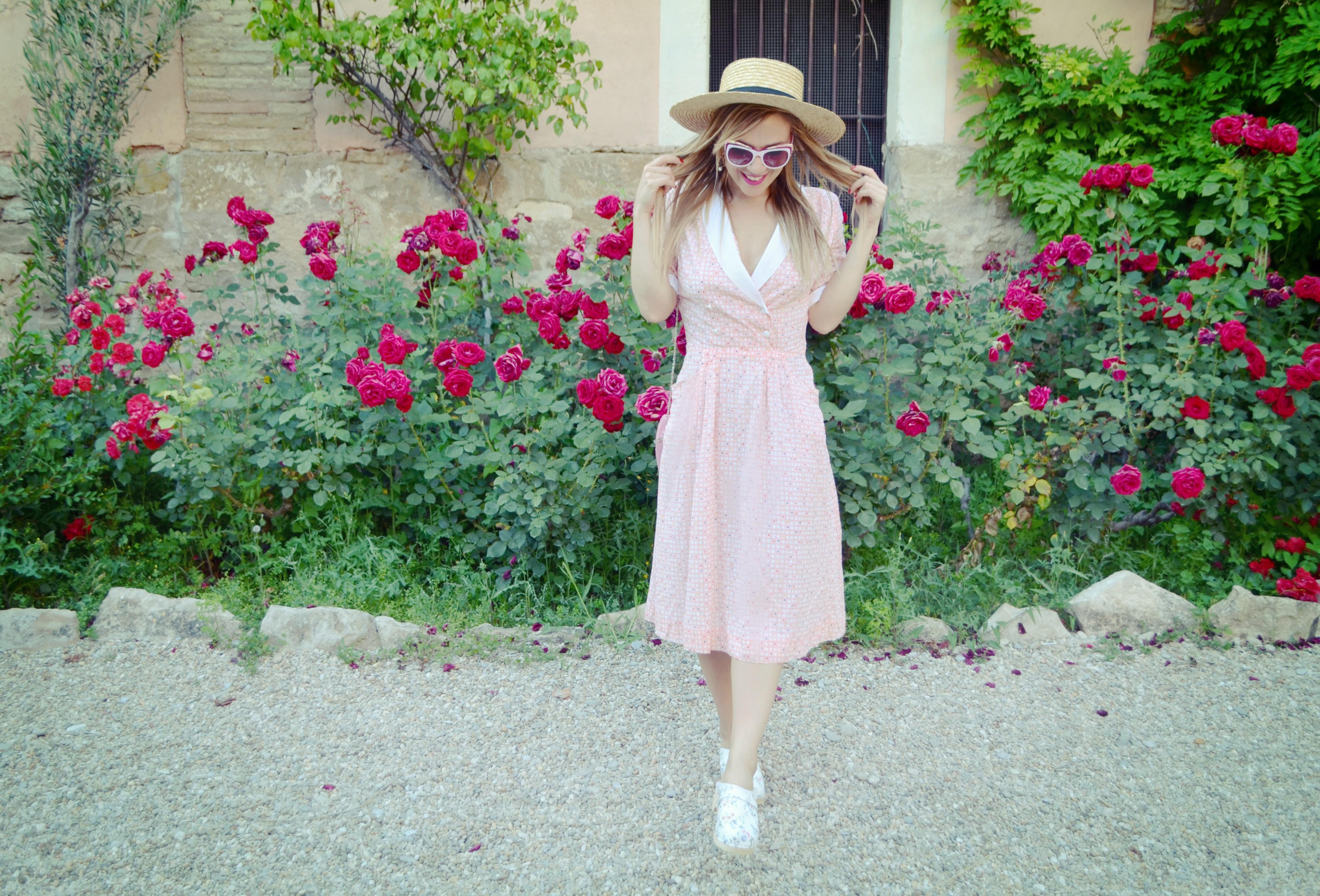 Fashionista-ChicAdicta-blog-de-moda-viaje-influencers-florette-Chic-Adicta-vestidos-de-flores-agatharuizdelaprada-sunglasses-PiensaenChic-Piensa-en-Chic