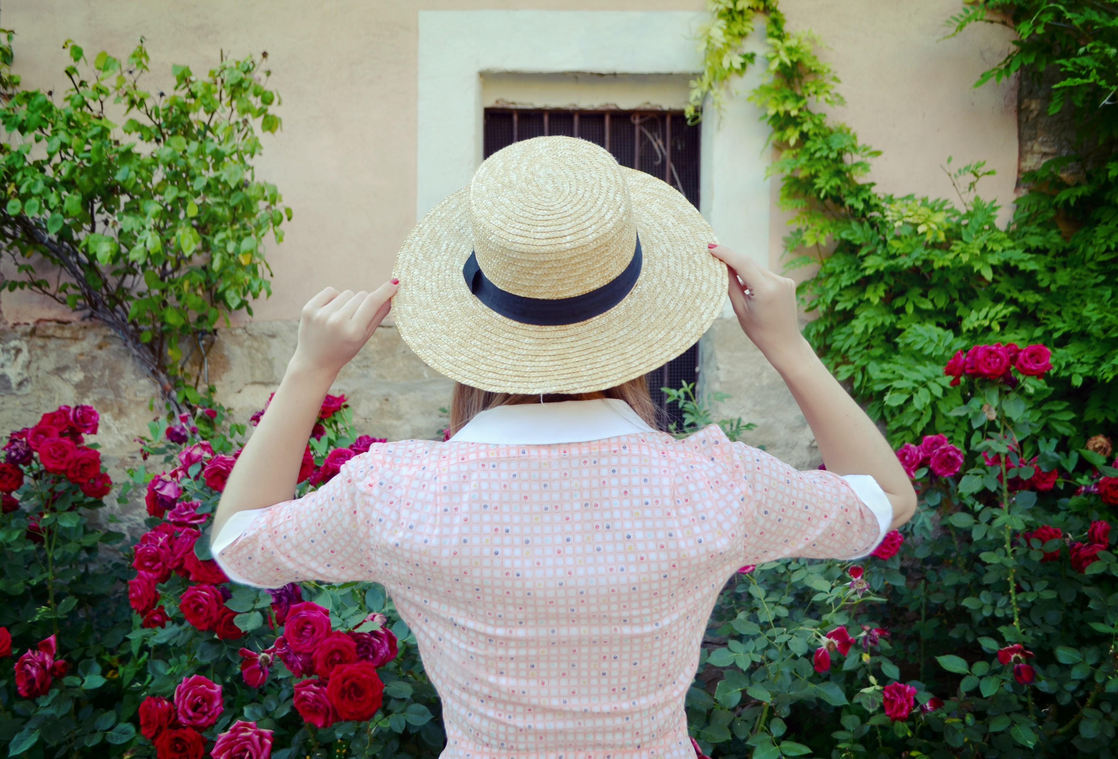 Looks-con-sombrero-fashionista-ChicAdicta-blog-de-moda-Chic-Adicta-vestidos-de-flores-viaje-florette-influencers-PiensaenChic-Piensa-en-Chic