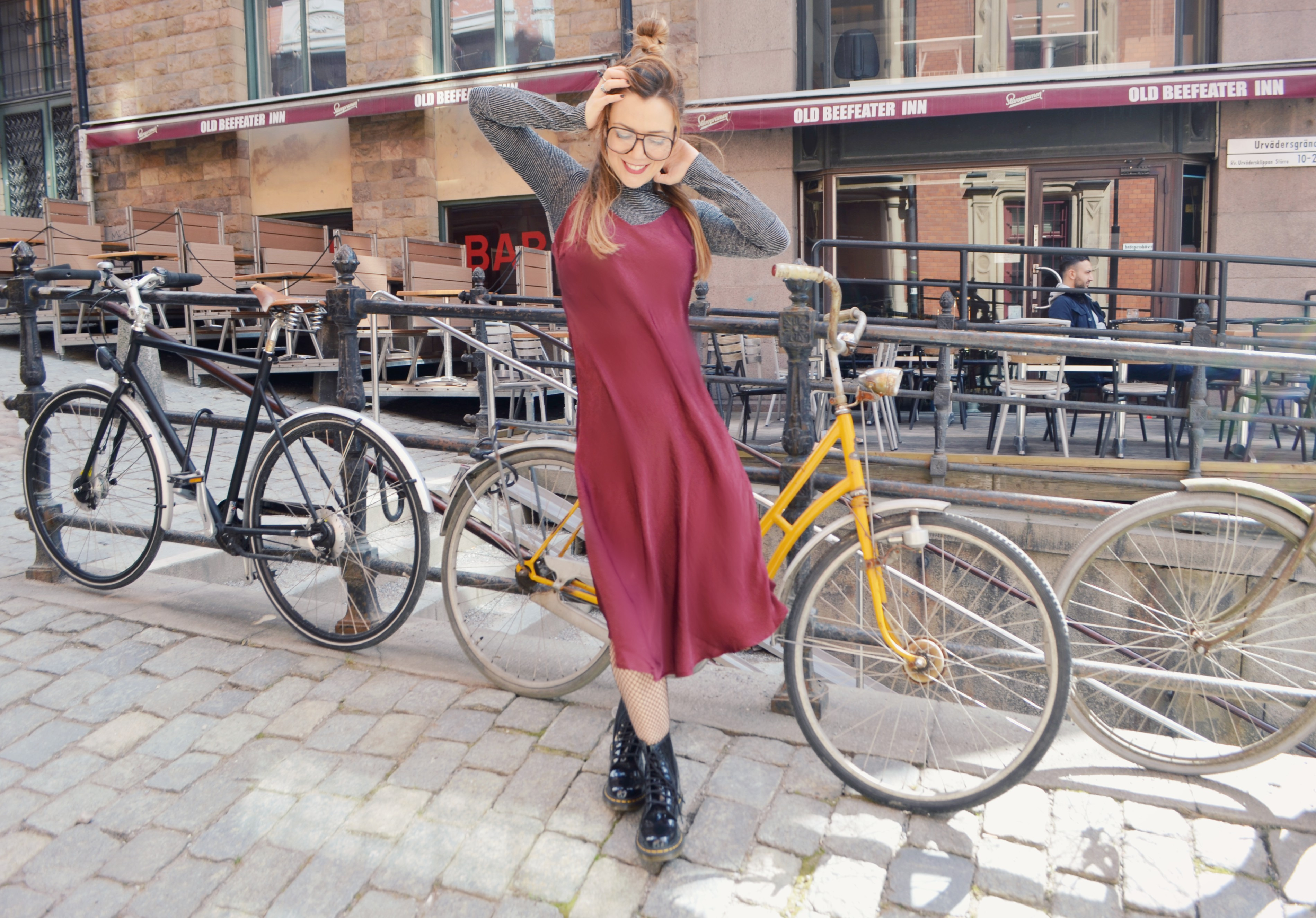Vestido-burdeos-justfab-drmartens-look-blog-de-moda-ChicAdicta-fashionista-Chic-Adicta-influencer-hipster-girl-PiensaenChic-Piensa-en-Chic