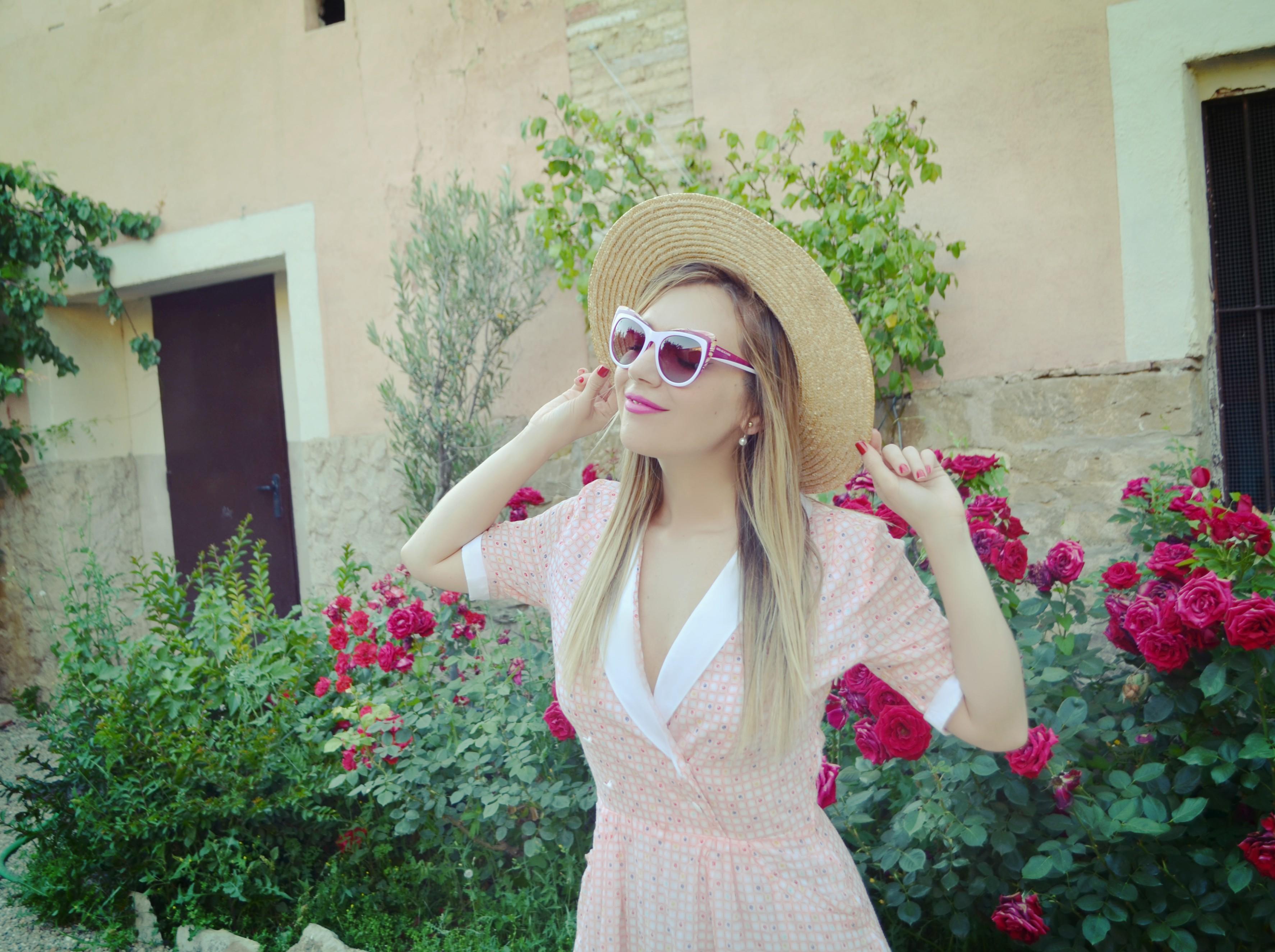 Viaje-influencers-florette-blog-de-moda-fashionista-ChicAdicta-look-vintage-Chic-Adicta-vestido-rosa-PiensaenChic-Piensa-en-Chic