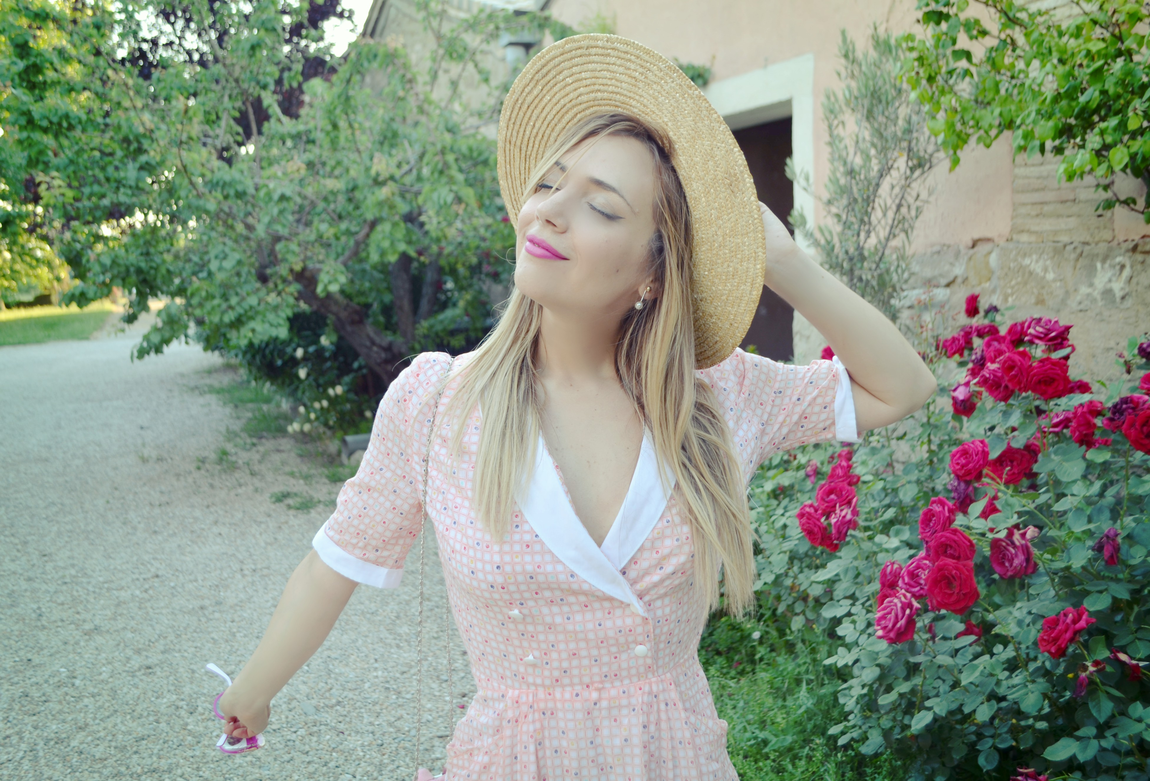 Vintage-dress-ChicAdicta-influencer-Madrid-Chic-Adicta-outfit-rosa-de-verano-canotier-look-florette-PiensaenChic-Piensa-en-Chic
