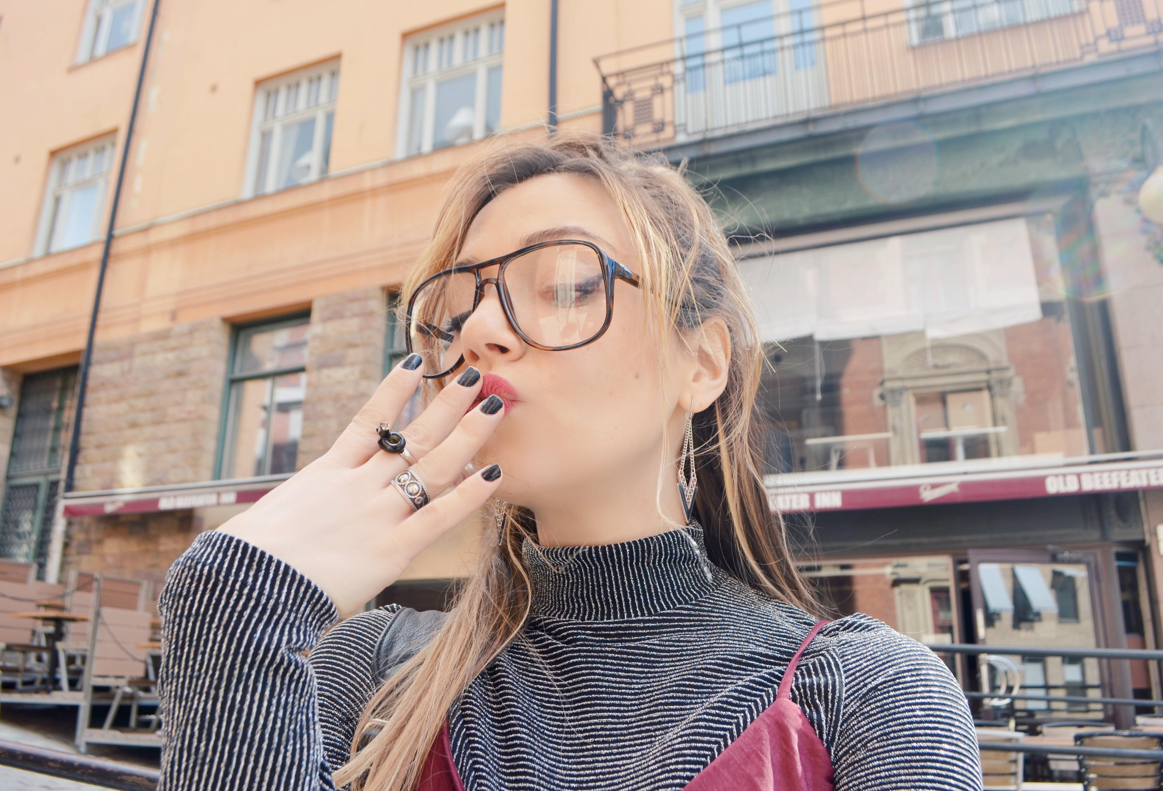 Vintage-glasses-blog-de-moda-fashionista-ChicAdicta-gafas-retro-Chic-Adicta-silver-top-bershka-look-plateado-PiensaenChic-Piensa-en-Chic