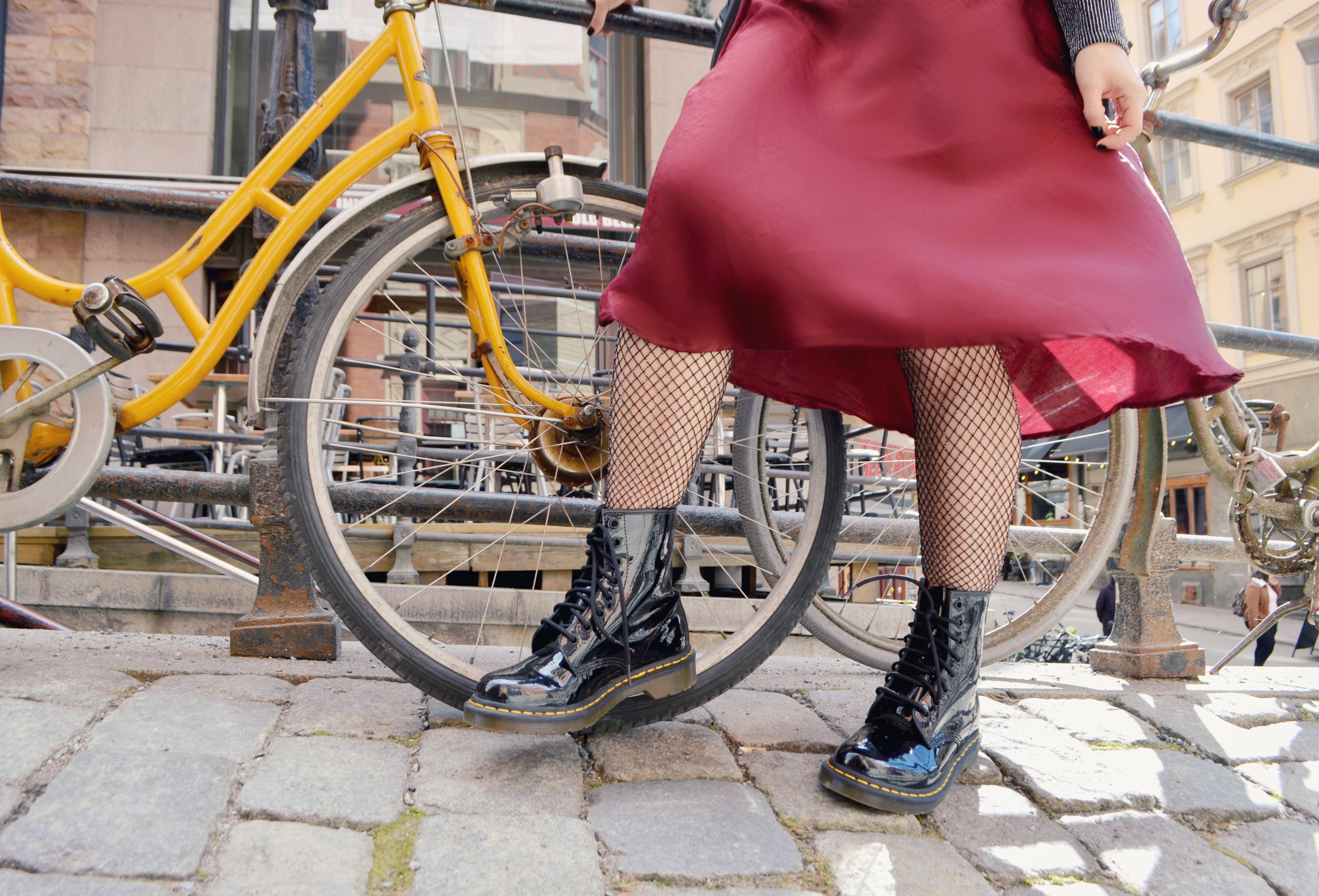 bershka-look-drmartens-style-ChicAdicta-blog-de-moda-Chic-Adicta-fashionista-medias-de-rejilla-Stockings-PiensaenChic-Piensa-en-Chic-influencer