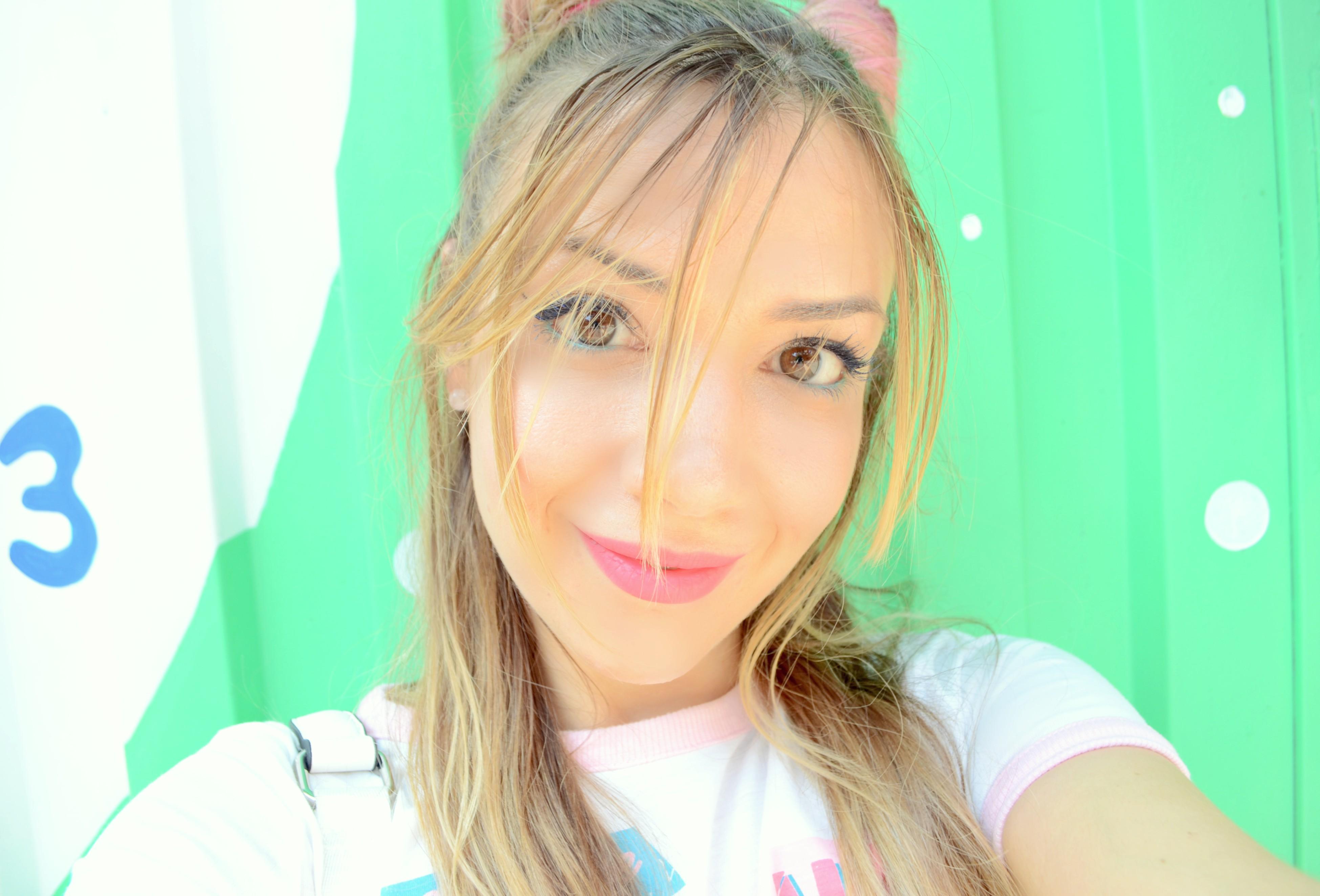Beauty-blogger-fashionista-90s-look-ChicAdicta-influencer-espana-Chic-Adicta-pelo-rosa-colorista-loreal-maquillaje-de-verano-PiensaenChic-Piensa-en-Chic