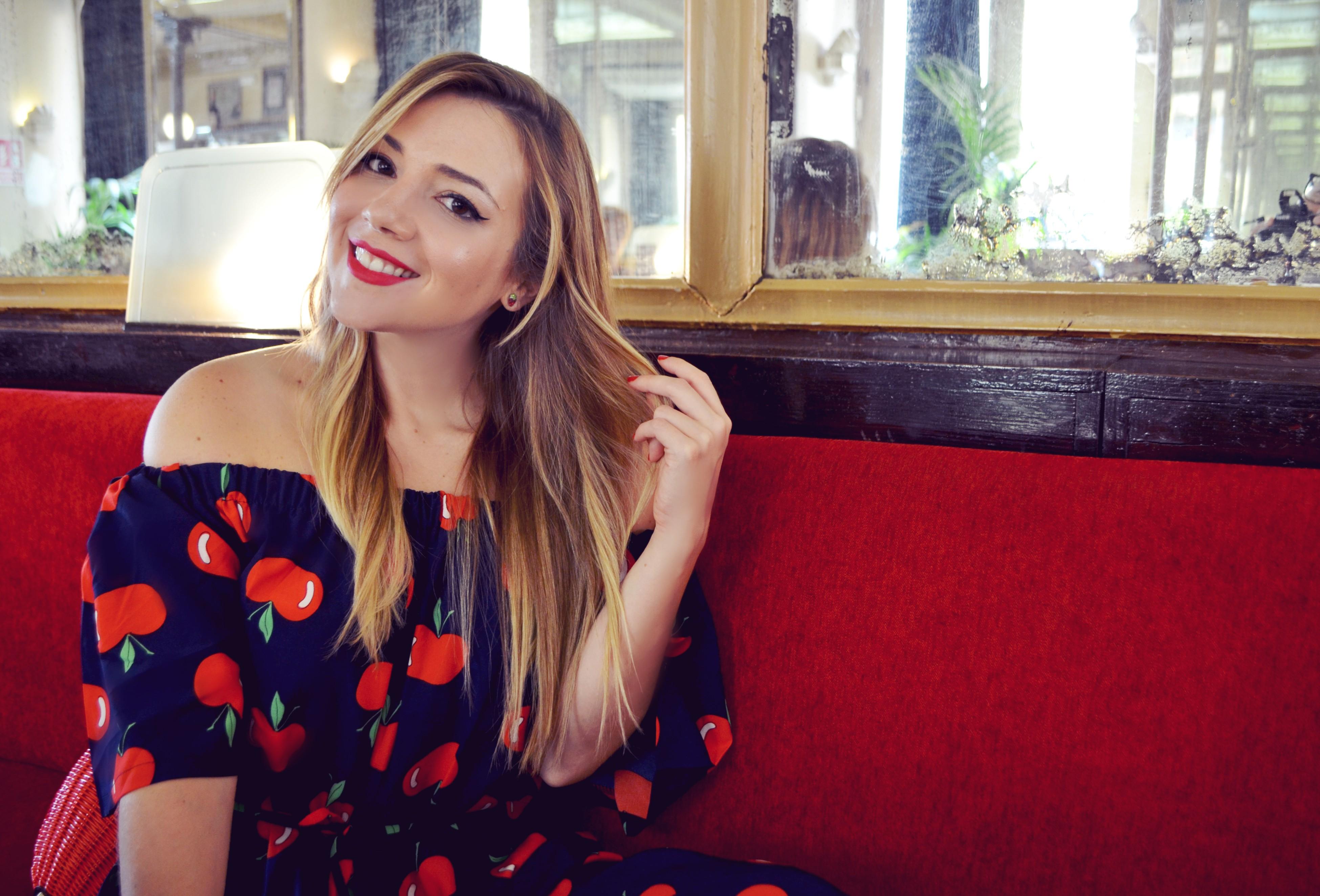 ChicAdicta-influencer-espana-Chic-Adicta-blog-de-moda-vestido-smile-estampado-de-manzanas-monos-de-verano-Apple-print-PiensaenChic-Piensa-en-Chic