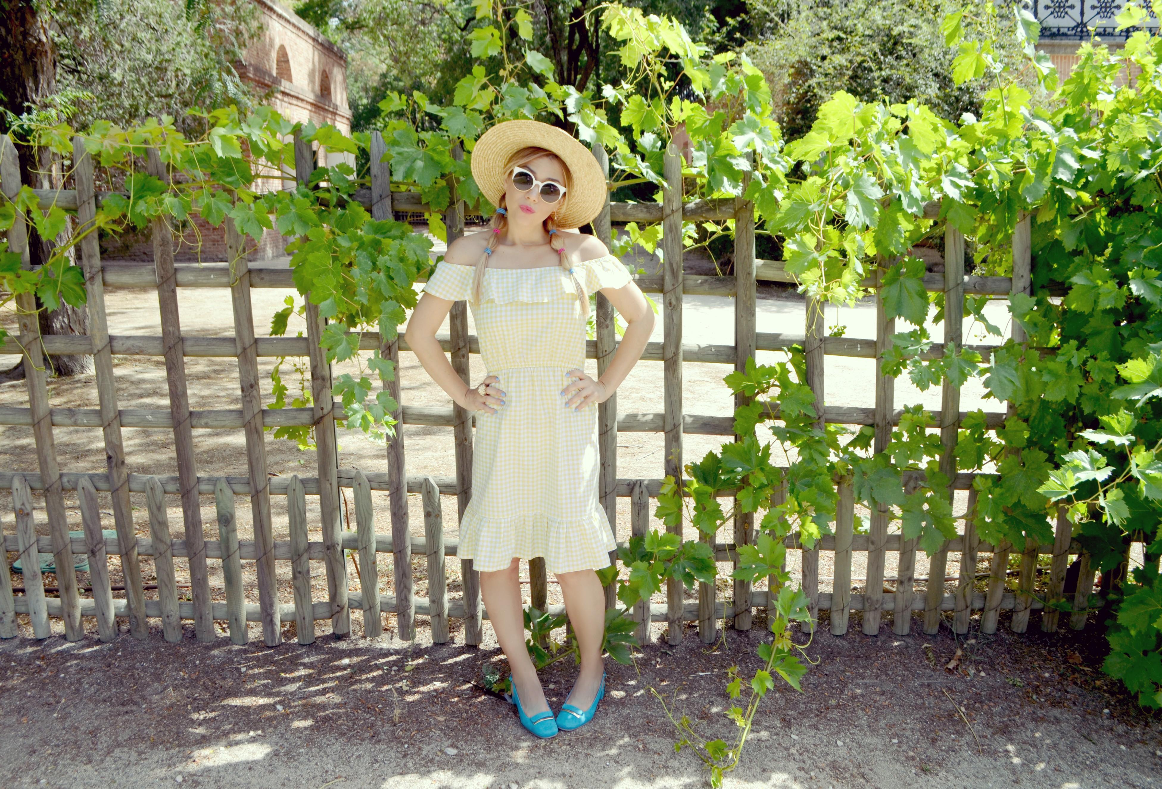 ChicAdicta-vichy-dress-Chic-Adicta-blog-de-moda-influencer-canotier-style-zapatos-joni-estampado-vichy-PiensaenChic-Piensa-en-Chic